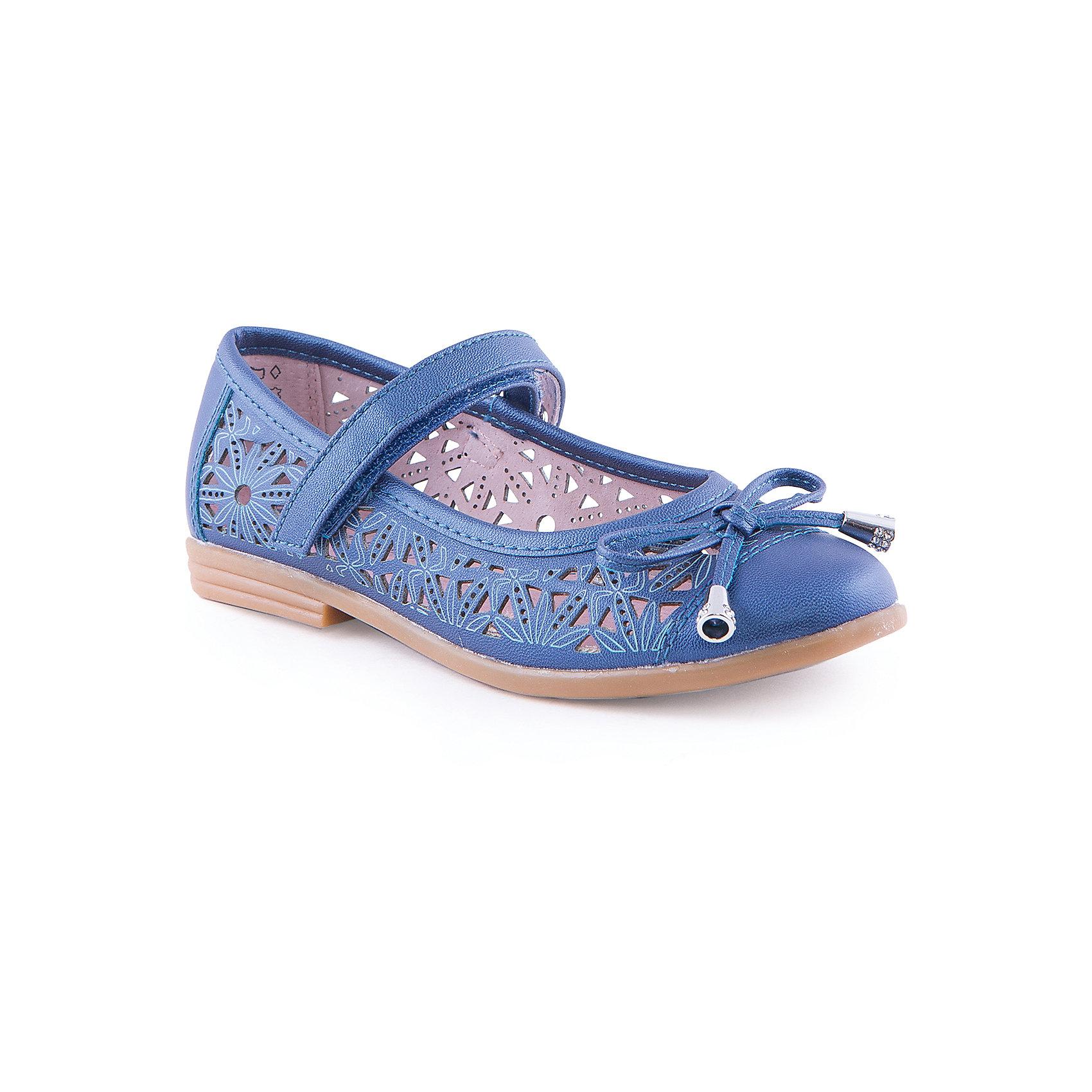 Туфли для девочки КотофейТуфли для девочки от известного российского бренда Котофей <br><br>Удобные туфли выполнены в красивом синем цвете, украшены перфорацией. <br>Модель легко надевается. Удобная подошва позволяет избегать скольжения практически на любой поверхности.<br><br>Особенности модели:<br><br>- цвет: синий;<br>- тонкая гибкая подошва;<br>- застежка: липучка;<br>- вид крепления обуви: клеевой;<br>- качественные материалы;<br>- декорированы вырубленным узором и бантом;<br>- хорошее облегание.<br><br>Дополнительная информация:<br><br>Состав: <br><br>верх - искусственная кожа;<br>подошва - ТЭП.<br><br>Туфли для девочки Котофей можно купить в нашем магазине.<br><br>Ширина мм: 227<br>Глубина мм: 145<br>Высота мм: 124<br>Вес г: 325<br>Цвет: синий<br>Возраст от месяцев: 120<br>Возраст до месяцев: 132<br>Пол: Женский<br>Возраст: Детский<br>Размер: 34,30,31,32,33,35<br>SKU: 4565892