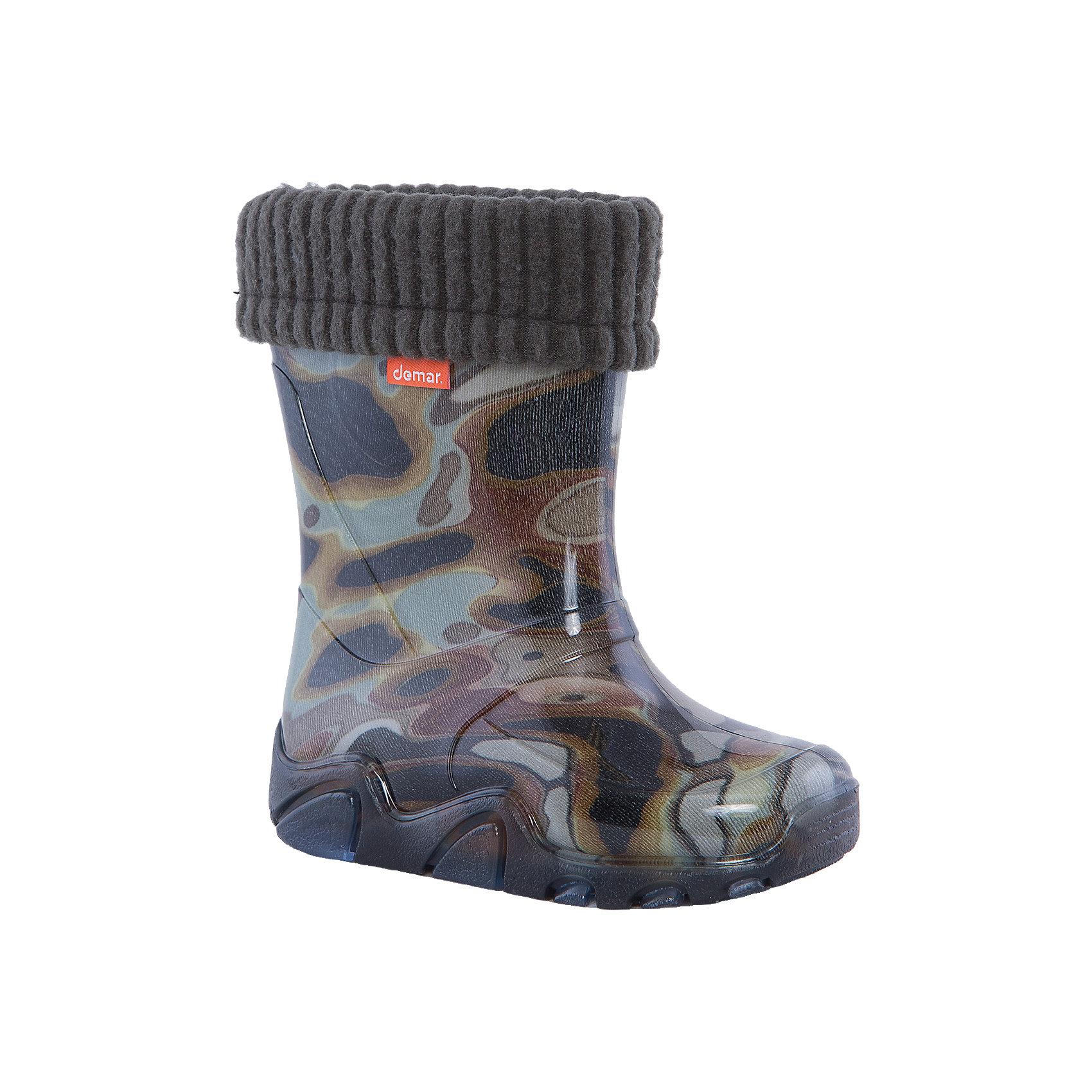 Резиновые сапоги Stormer Lux Print для мальчика DEMARРезиновые сапоги<br>Характеристики товара:<br><br>• цвет: хаки<br>• материал верха: ПВХ<br>• материал подкладки: текстиль <br>• материал подошвы: ПВХ<br>• температурный режим: от 0° до +15° С<br>• верх не продувается<br>• съемный чулок<br>• стильный дизайн<br>• страна бренда: Польша<br>• страна изготовитель: Польша<br><br>Осенью и весной ребенку не обойтись без непромокаемых сапожек! Чтобы не пропустить главные удовольствия межсезонья, нужно запастись удобной обувью. Такие сапожки обеспечат ребенку необходимый для активного отдыха комфорт, а подкладка из текстиля позволит ножкам оставаться теплыми. Сапожки легко надеваются и снимаются, отлично сидят на ноге. Они удивительно легкие!<br>Обувь от польского бренда Demar - это качественные товары, созданные с применением новейших технологий и с использованием как натуральных, так и высокотехнологичных материалов. Обувь отличается стильным дизайном и продуманной конструкцией. Изделие производится из качественных и проверенных материалов, которые безопасны для детей.<br><br>Сапожки от бренда Demar (Демар) можно купить в нашем интернет-магазине.<br><br>Ширина мм: 237<br>Глубина мм: 180<br>Высота мм: 152<br>Вес г: 438<br>Цвет: белый<br>Возраст от месяцев: 24<br>Возраст до месяцев: 36<br>Пол: Мужской<br>Возраст: Детский<br>Размер: 26/27,22/23,24/25<br>SKU: 4576063