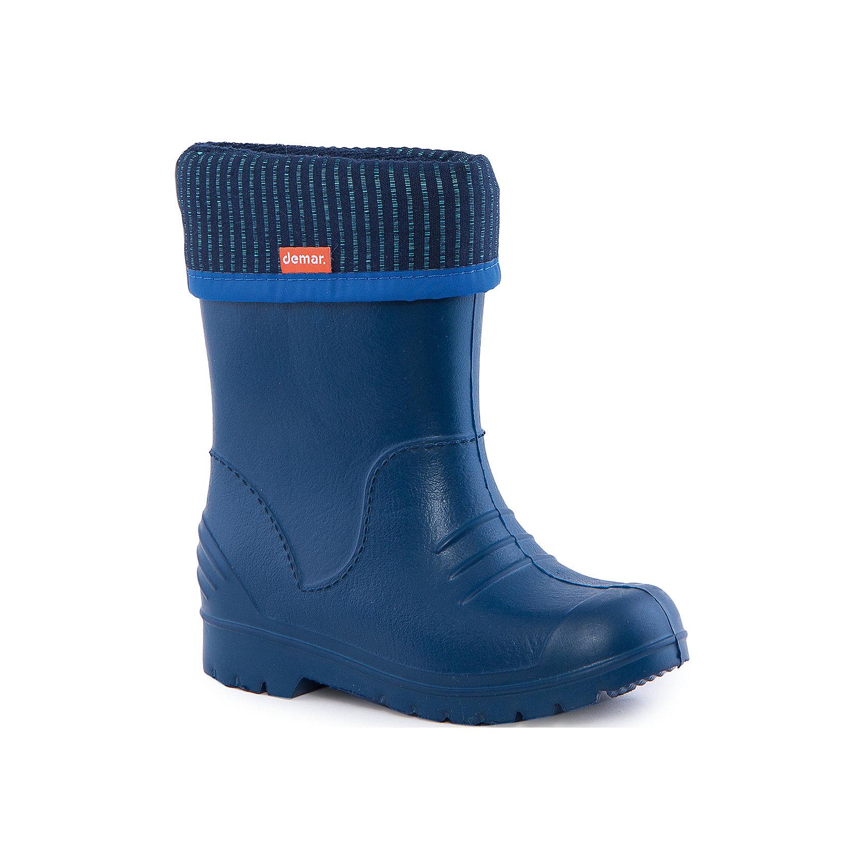 Резиновые сапоги Dino для мальчика DEMARРезиновые сапоги<br>Характеристики товара:<br><br>• цвет: синий<br>• материал верха: ЭВА<br>• материал подкладки: текстиль <br>• съемный внутренний сапожок<br>• материал подошвы: ЭВА<br>• температурный режим: от 0° до +15° С<br>• верх не продувается<br>• стильный дизайн<br>• страна бренда: Польша<br>• страна изготовитель: Польша<br><br>Осенью и весной ребенку не обойтись без непромокаемых сапожек! Чтобы не пропустить главные удовольствия межсезонья, нужно запастись удобной обувью. Такие сапожки обеспечат ребенку необходимый для активного отдыха комфорт, а подкладка из текстиля позволит ножкам оставаться теплыми. Сапожки легко надеваются и снимаются, отлично сидят на ноге. Они удивительно легкие!<br>Обувь от польского бренда Demar - это качественные товары, созданные с применением новейших технологий и с использованием как натуральных, так и высокотехнологичных материалов. Обувь отличается стильным дизайном и продуманной конструкцией. Изделие производится из качественных и проверенных материалов, которые безопасны для детей.<br><br>Сапожки от бренда Demar (Демар) можно купить в нашем интернет-магазине.<br><br>Ширина мм: 237<br>Глубина мм: 180<br>Высота мм: 152<br>Вес г: 438<br>Цвет: белый<br>Возраст от месяцев: 24<br>Возраст до месяцев: 36<br>Пол: Мужской<br>Возраст: Детский<br>Размер: 26/27,36/37,24/25,28/29,34/35,22/23,32/33,30/31<br>SKU: 4576144