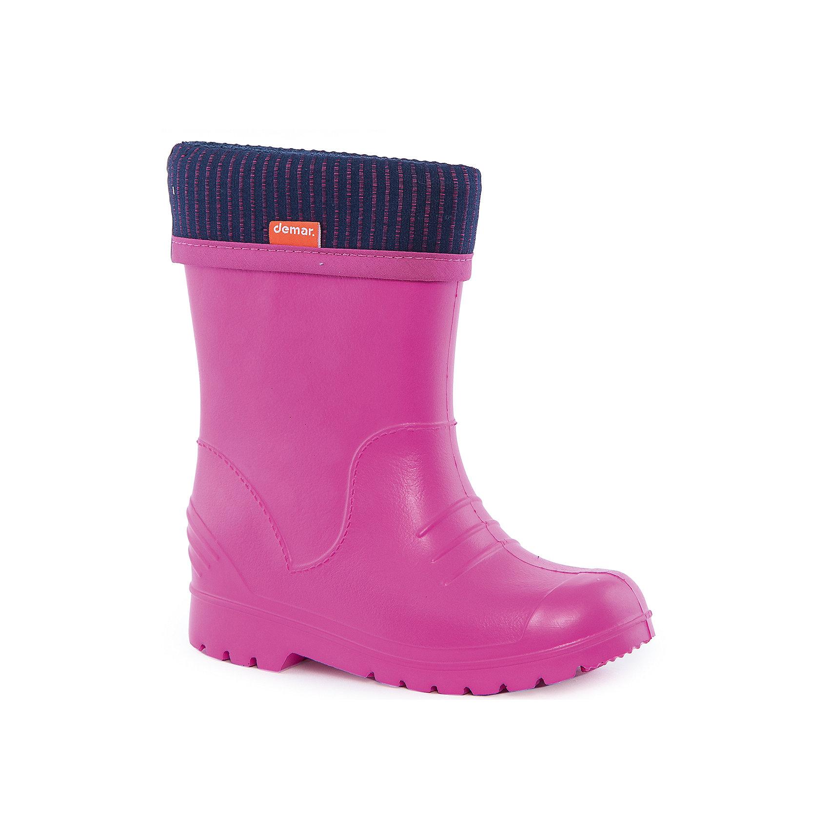 Резиновые сапоги Dino для девочки DEMARРезиновые сапоги<br>Характеристики товара:<br><br>• цвет: розовый<br>• материал верха: ЭВА<br>• материал подкладки: текстиль <br>• съемный внутренний сапожок<br>• материал подошвы: ЭВА<br>• температурный режим: от 0° до +15° С<br>• верх не продувается<br>• стильный дизайн<br>• страна бренда: Польша<br>• страна изготовитель: Польша<br><br>Осенью и весной ребенку не обойтись без непромокаемых сапожек! Чтобы не пропустить главные удовольствия межсезонья, нужно запастись удобной обувью. Такие сапожки обеспечат ребенку необходимый для активного отдыха комфорт, а подкладка из текстиля позволит ножкам оставаться теплыми. Сапожки легко надеваются и снимаются, отлично сидят на ноге. Они удивительно легкие!<br>Обувь от польского бренда Demar - это качественные товары, созданные с применением новейших технологий и с использованием как натуральных, так и высокотехнологичных материалов. Обувь отличается стильным дизайном и продуманной конструкцией. Изделие производится из качественных и проверенных материалов, которые безопасны для детей.<br><br>Сапожки от бренда Demar (Демар) можно купить в нашем интернет-магазине.<br><br>Ширина мм: 237<br>Глубина мм: 180<br>Высота мм: 152<br>Вес г: 438<br>Цвет: розовый<br>Возраст от месяцев: 48<br>Возраст до месяцев: 60<br>Пол: Женский<br>Возраст: Детский<br>Размер: 28/29,36/37,34/35,32/33,30/31,24/25,26/27,22/23<br>SKU: 4576152