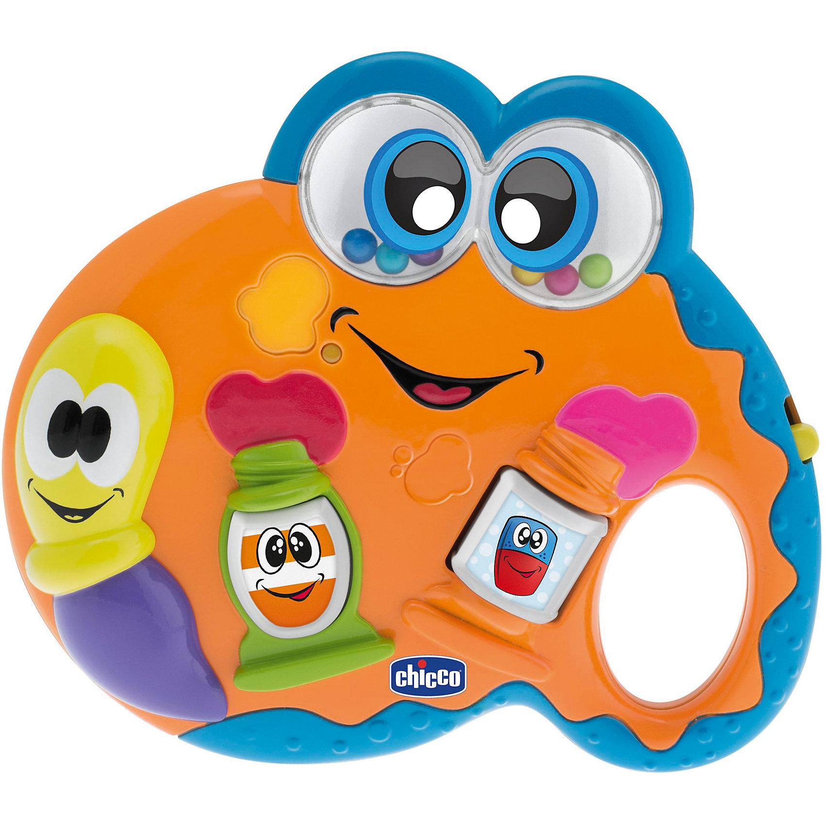 Музыкальная игрушка Палитра, CHICCOИнтерактивные игрушки для малышей<br>Музыкальная игрушка Палитра, CHICCO (ЧИКО) – эта игрушка поможет вашему малышу почувствовать себя настоящим художником!<br>Электронная игрушка со звуковыми и световыми эффектами позволит вашему малышу окунуться в мир искусства. Нажимая на разноцветные тюбики с красками, малыш услышит забавные и веселые мелодии, а сами тюбики будут гореть яркими огоньками, которые, несомненно, привлекут его внимание. Веселая улыбающаяся кисточка передвигается вверх и вниз, и издает забавные трещащие звуки. Баночка с краской крутится и весело трещит. В прозрачных глазках веселой палитры находятся разноцветные шарики, которые забавно гремят при встряхивании. Сама палитра имеет небольшое отверстие-ручку, за которую малыш сможет легко и удобно держать игрушку. Игрушка легкая по весу, с ней будет легко играть даже самым маленьким. Игрушка развивает зрительное восприятие за счет своей красочности, малыш знакомится с цветами и постепенно учится запоминать их. Игрушка развивает мелкую моторику, координацию движений, слуховые навыки ребенка, фантазию и творческое мышление.<br><br>Дополнительная информация:<br><br>- Материал: пластик<br>- Размер: 14 х 12 х 3 см.<br>- Батарейки: 3 типа LR44 (входят в комплект)<br><br>Музыкальную игрушку Палитра, CHICCO (ЧИКО) можно купить в нашем интернет-магазине.<br><br>Ширина мм: 200<br>Глубина мм: 68<br>Высота мм: 195<br>Вес г: 224<br>Возраст от месяцев: 6<br>Возраст до месяцев: 36<br>Пол: Унисекс<br>Возраст: Детский<br>SKU: 4577224