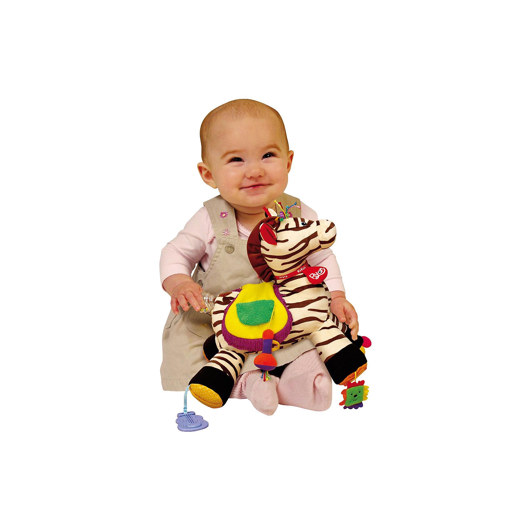 Развивающий центр Райан 18, Ks KidsМягкие игрушки<br>Развивающий центр «Райан 18», выполненный в виде зебры, подарит ребенку множество приятных игр. Малышу будет любопытно познавать новые предметы и ощущения, благодаря множеству обучающих элементов прикрепленных на зебре от K'sKids.<br>На седле зебры, которое пищит при нажатии, нарисован круг, квадрат и треугольник, в центре фигурок вписаны цифры. На одном копыте зебры установлено безопасное зеркало, вокруг которого есть разноцветные шуршащие лепестки. На другом копытце есть диск, который вертится и трещит. Третье копытце оснащено гитарой на ленте, а на четвертом располагается веселая подвеска. Хвост лошадки выполнен в виде прорезывателя-погремушки. На шее игрушки завязан красный шарфик, на котором написано имя зебры. Игрушка сделана из материалов разных фактур, развивает тактильное восприятие и мелкую моторику пальцев рук. <br>Яркая расцветка игрушки привлекает внимание малышей и способствует развитию цветового восприятия ребенка. <br>Развивающий центр изготовлен из высококачественных экологичных материалов абсолютно безопасных даже для самых маленьких детей. <br><br>Дополнительная информация:<br><br>- Материал: пластик, текстиль.<br>- Размер: 16x28x25 см.<br>- 18 развивающих элементов.<br>- Цифры, безопасное зеркальце, погремушка, пищалка, прорезыватель, кармашки.<br>- Специальный кармашек, в который можно поместить фото ребенка.  <br><br>Развивающий центр Райан 18, Ks Kids, можно купить в нашем магазине.<br><br>Ширина мм: 340<br>Глубина мм: 270<br>Высота мм: 330<br>Вес г: 866<br>Возраст от месяцев: 0<br>Возраст до месяцев: 12<br>Пол: Унисекс<br>Возраст: Детский<br>SKU: 4589898