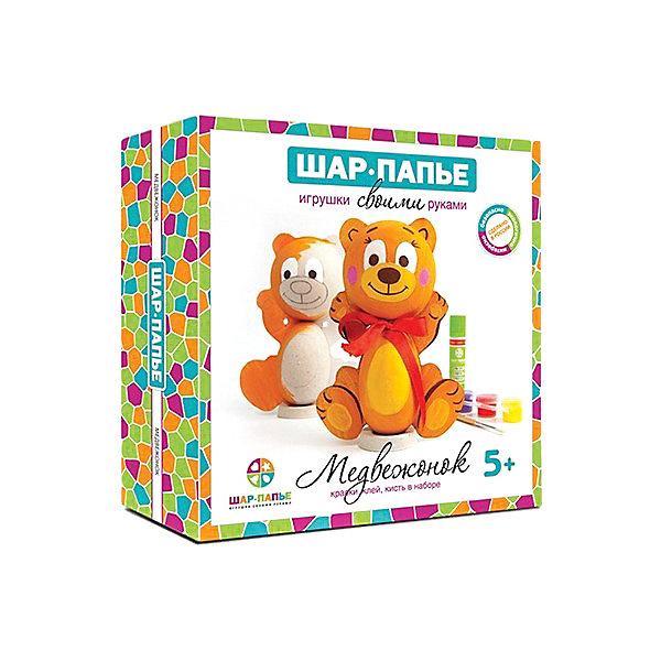 Набор для раскрашивания Медвежонок из Шар-ПапьеНаборы для раскрашивания<br>Набор для раскрашивания Медвежонок из Шар-Папье – этот набор совмещает в себе интересный досуг и неограниченный простор для творчества.<br>С набором для раскрашивания Медвежонок из Шар-Папье ваш ребенок сделает свой первый шаг в мир искусства, создавая чудесную игрушку ручной работы. Игрушка, которую ему предстоит сотворить, представляет собой объемную фигурку медвежонка. Сначала нужно соединить части фигурки, изготовленные по технологии шар-папье, а затем расписать фигурку так, как подскажет фантазия. Придуманный уникальный дизайн сделает игрушку неповторимой и притягивающей взгляды. Творческий процесс заинтересует и взрослого, ведь возможности для декорирования игрушки по-настоящему безграничны. А это значит, что набор для раскрашивания Медвежонок из Шар-Папье идеально подойдет для совместного семейного творчества и наполнит ваши домашние вечера новыми радостными впечатлениями.<br><br>Дополнительная информация:<br><br>- В наборе: заготовки из прессованной бумажной массы (папье-маше), вставки из гофрокартона, подставка, шнурок с бантиком, краски, кисть, клей, подробная инструкция<br>- Размер упаковки: 19,3х19,3х5 см.<br>- Вес: 145 гр.<br><br>Набор для раскрашивания Медвежонок из Шар-Папье можно купить в нашем интернет-магазине.<br><br>Ширина мм: 193<br>Глубина мм: 193<br>Высота мм: 50<br>Вес г: 145<br>Возраст от месяцев: 36<br>Возраст до месяцев: 168<br>Пол: Унисекс<br>Возраст: Детский<br>SKU: 4591074