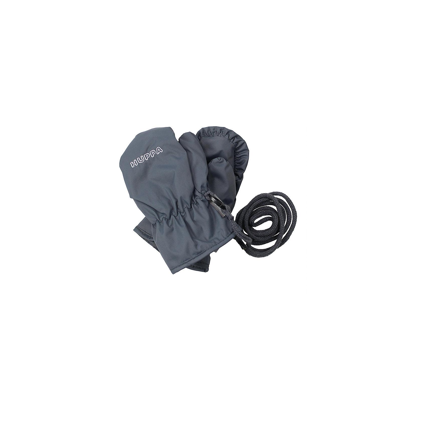 Варежки Fifi для мальчика HuppaПерчатки, варежки<br>Характеристики товара:<br><br>• цвет: серый<br>• состав: 100% полиэстер<br>• подкладка: 100% полиэстер<br>• утеплитель: 100% полиэстер 40 г<br>• температурный режим: от -5°С до +10°С<br>• водонепроницаемость: 5000 мм<br>• воздухопроницаемость: 5000 мм<br>• не продуваемые<br>• логотип<br>• шнурок<br>• не промокаемые <br>• прочная ткань<br>• комфортная посадка<br>• коллекция: весна-лето 2017<br>• страна бренда: Эстония<br><br>Эти утепленные варежки обеспечат детям тепло и комфорт в межсезонье. Они сделаны из материала, отталкивающего воду, поэтому изделие идеально подходит для межсезонья. Материал изделия - с мембранной технологией: защищая от влаги и ветра, он легко выводит лишнюю влагу наружу. Варежки очень симпатично смотрятся. Модель была разработана специально для детей.<br><br>Одежда и обувь от популярного эстонского бренда Huppa - отличный вариант одеть ребенка можно и комфортно. Вещи, выпускаемые компанией, качественные, продуманные и очень удобные. Для производства изделий используются только безопасные для детей материалы. Продукция от Huppa порадует и детей, и их родителей!<br><br>Варежки для девочки от бренда Huppa (Хуппа) можно купить в нашем интернет-магазине.<br><br>Ширина мм: 162<br>Глубина мм: 171<br>Высота мм: 55<br>Вес г: 119<br>Цвет: серый<br>Возраст от месяцев: 3<br>Возраст до месяцев: 12<br>Пол: Мужской<br>Возраст: Детский<br>Размер: 1,2<br>SKU: 4595706