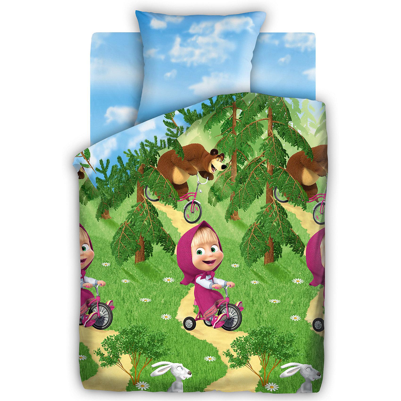 Комплект Велогонка 1,5-спальный, Маша и МедведьКомплект Велогонка 1,5-спальный, Маша и Медведь – этот КПБ осуществит мечту ребенка окунуться в волшебный мир любимых героев.<br>Яркий полуторный комплект пастельного белья Велогонка, выполненный по мотивам мультсериал «Маша и Медведь», создаст уютную атмосферу в спальне вашего ребенка. С таким комплектом он будет с удовольствием погружаться в мир сказочных снов. Простыня, наволочка и нижняя сторона пододеяльника выполнены в бело-голубой цветовой гамме – небесная лазурь, а верхняя сторона пододеяльника украшена изображениями героев мультфильма, устроивших на лесной полянке спортивное соревнование – велогонку. Постельное белье изготовлено из бязи. Ткань приятна на ощупь, обладает высокой гигроскопичностью и воздухопроницаемостью. Белье выполнено с применением стойких европейских красителей, не вызывающих аллергических реакций, безопасных для нежной кожи ребенка. Комплект легко стирается, гладится и долго сохраняет цвет и прочность даже после многочисленных стирок.<br><br>Дополнительная информация:<br><br>- Размер 1,5 спальный<br>- В комплекте: пододеяльник 143х215 см., простыня 150х214 см., наволочка 70х70 см.<br>- Способ застегивания:  пододеяльник входной клапан, наволочка запах<br>- Простыня без шва<br>- Материал: набивная универсальная бязь (100% хлопок)<br>- Размер упаковки: 37,5х29х5,5 см.<br>- Вес: 1,4 кг.<br><br>Комплект Велогонка 1,5-спальный, Маша и Медведь можно купить в нашем интернет-магазине.<br><br>Ширина мм: 250<br>Глубина мм: 350<br>Высота мм: 70<br>Вес г: 1150<br>Возраст от месяцев: 36<br>Возраст до месяцев: 144<br>Пол: Женский<br>Возраст: Детский<br>SKU: 4601450