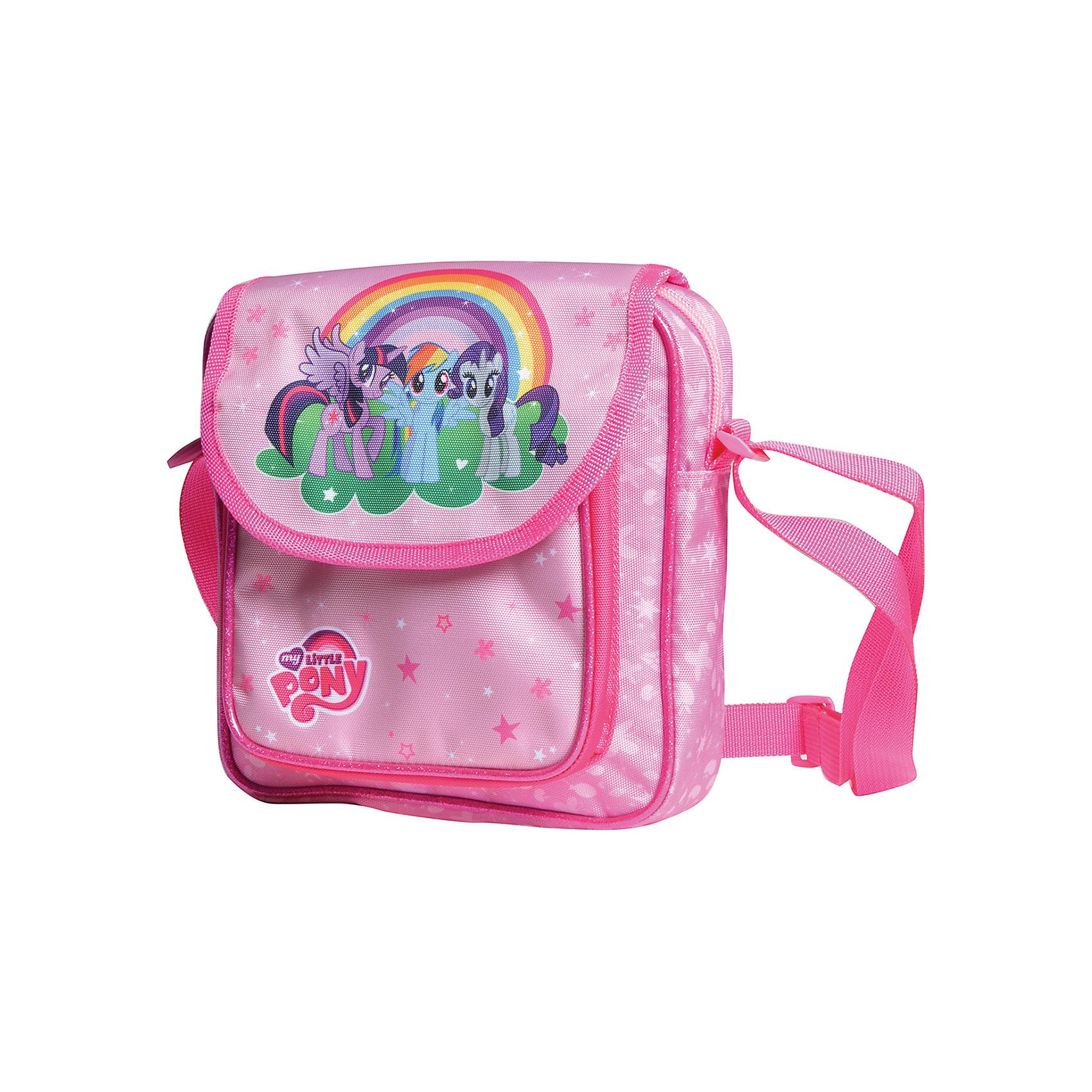 Сумка-мини Мой маленький пониСумка-мини Мой маленький пони - комфортная и стильная сумочка, которая непременно понравится маленькой моднице. Сумка прямоугольной формы выполнена в красивой розовой расцветке и украшена изображением очаровательных лошадок из популярного мультсериала My Little Pony. Сумочка застегивается на молнию, внутри одно просторное отделение. На лицевой стороне расположен большой накладной карман на молнии. Для ношения через плечо предусмотрен широкий регулируемый ремешок.  <br><br>Дополнительная информация:<br><br>- Материал: полиэстер.<br>- Размер: 20 х 20 х 5 см.<br>- Вес: 0,21 кг.<br><br>Сумку-мини Мой маленький пони, Proff, можно купить в нашем интернет-магазине.<br><br>Ширина мм: 230<br>Глубина мм: 40<br>Высота мм: 230<br>Вес г: 210<br>Возраст от месяцев: 60<br>Возраст до месяцев: 84<br>Пол: Женский<br>Возраст: Детский<br>SKU: 4601815