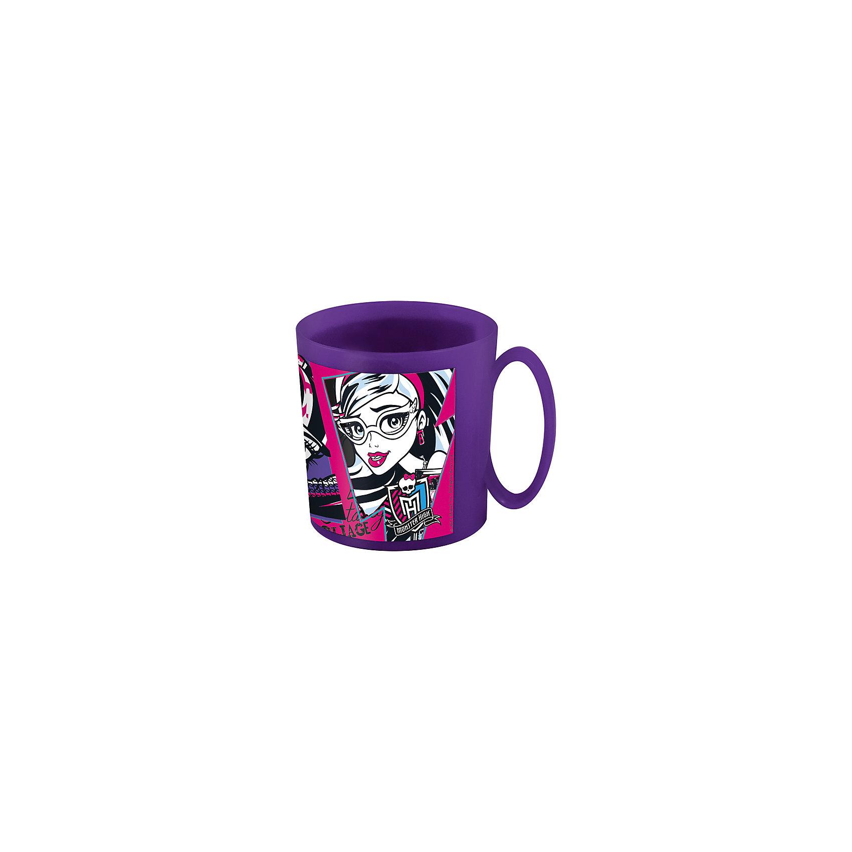 Кружка Monster High 350 млMonster High<br>Кружка Monster High 350 мл – эта оригинальная кружка станет приятным сюрпризом для Вашей девочки.<br>Детская кружка Monster High идеально подойдет для повседневного использования. Она выполнена из качественного пластика фиолетового цвета и оформлена ярким изображением героинь мультсериала Monster High. Кружка дополнена удобной ручкой.<br><br>Дополнительная информация:<br><br>- Объем: 350 мл.<br>- Размер: 10х7,5х9 см.<br>- Материал: пластик<br>- Цвет: фиолетовый<br>- Не предназначено для использования в СВЧ-печи и посудомоечной машине<br><br>Кружку Monster High 350 мл можно купить в нашем интернет-магазине.<br><br>Ширина мм: 110<br>Глубина мм: 125<br>Высота мм: 90<br>Вес г: 7<br>Возраст от месяцев: 36<br>Возраст до месяцев: 144<br>Пол: Женский<br>Возраст: Детский<br>SKU: 4603864