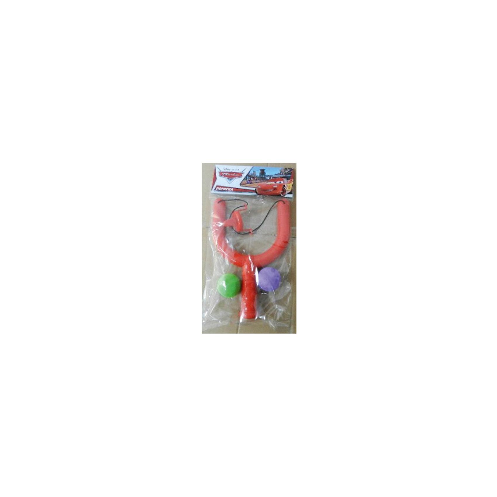 Рогатка с 2мя мячами, 4,5 см, ТачкиКакой мальчишка не мечтает о рогатке? Рогатка Тачки приведет в восторг любого ребенка. Она оснащена удобной рельефной рукояткой и текстильной резинкой, дополненной удобным пластиковым захватом. Рогатка выполнена из высококачественного прочного пластика, стреляет абсолютно безопасными шариками-зарядами. <br><br>Дополнительная информация:<br><br>- Материал: пластик, резина.<br>- Размер рогатки: 23х5,5 см. <br>- Размер шарика: d - 4,5 см. <br>- Комплектация: рогатка, 2 шарика. <br>- Мягкие шарики-заряды. <br><br>Рогатку с 2-мя мячами, 4,5 см, Тачки (Cars), можно купить в нашем магазине.<br><br>Ширина мм: 600<br>Глубина мм: 510<br>Высота мм: 400<br>Вес г: 120<br>Возраст от месяцев: 36<br>Возраст до месяцев: 144<br>Пол: Мужской<br>Возраст: Детский<br>SKU: 4616864