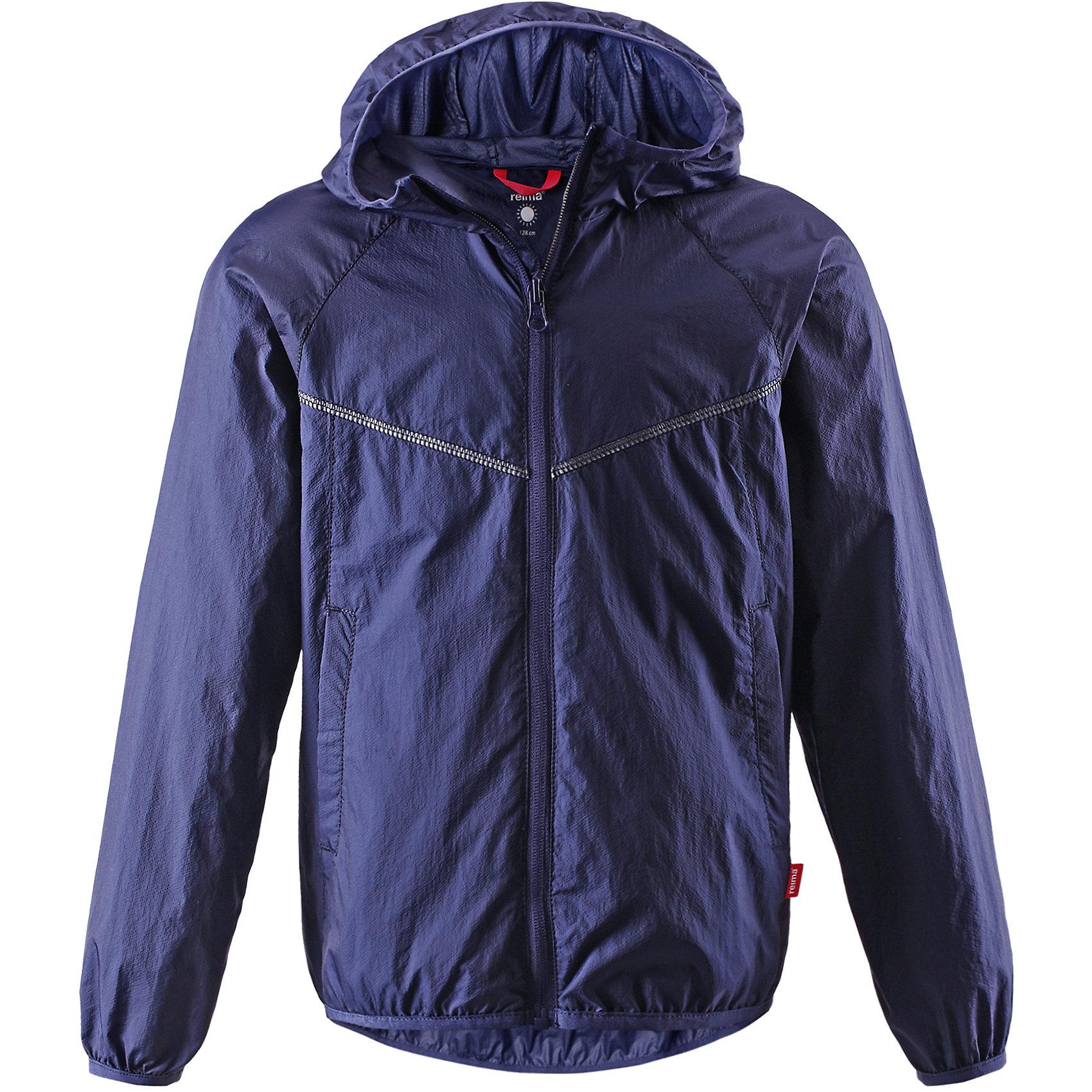 Куртка ReimaОдежда<br>Куртка от финской марки Reima.<br>*Куртка для подростков*Облегченный материал!*Эластичная резинка на кромке капюшона, манжетах и подоле*Возможность сложить куртку в ее собственный карман*Два боковых кармана<br>Состав:<br>100% ПА<br><br>Ширина мм: 356<br>Глубина мм: 10<br>Высота мм: 245<br>Вес г: 519<br>Цвет: синий<br>Возраст от месяцев: 60<br>Возраст до месяцев: 72<br>Пол: Унисекс<br>Возраст: Детский<br>Размер: 134,122,110,104,128,116,140<br>SKU: 4631549