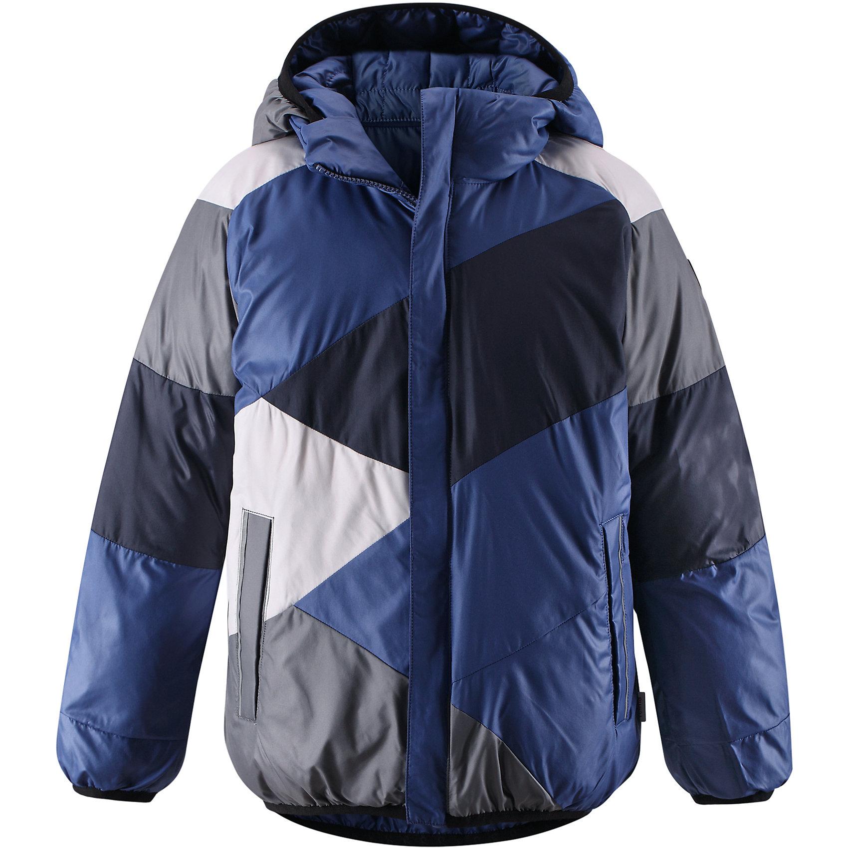 Куртка для мальчика ReimaОдежда<br>Двусторонняя куртка для мальчика от финской марки Reima.<br><br>Сегодня однотонная, а завтра яркая и разноцветная! Этот весёлый двусторонний пуховик для детей согреет любителей прогулок в морозные зимние деньки! Пошит из ветронепроницаемого и пропускающего воздух материала, который отталкивает грязь и влагу.<br><br>В этом пуховике вашему ребёнку будет сухо и тепло на прогулке. Традиционный пуховик прямого покроя со съёмным капюшоном, который защитит от зимнего ветра. На этой великолепной зимней куртке имеется множество светоотражающих деталей, например, светоотражающие канты на карманах. Съёмный капюшон обеспечивает дополнительную надёжность - если закреплённый кнопками капюшон зацепится за что-нибудь, он легко отстегнётся. Выберите свой любимый цвет среди модных в этом сезоне расцветок!<br>- Двусторонний пуховик для подростков<br>- Одна сторона однотонная, другая - разноцветная<br>- Карманы на молниях<br>- Эластичный кант на манжетах рукавов, по краю капюшона и подола<br>- Безопасный съёмный капюшон<br><br>Состав:<br>100% ПЭ<br><br>Ширина мм: 356<br>Глубина мм: 10<br>Высота мм: 245<br>Вес г: 519<br>Цвет: синий<br>Возраст от месяцев: 60<br>Возраст до месяцев: 72<br>Пол: Мужской<br>Возраст: Детский<br>Размер: 116,158,152,140,164,134,122,110,104,128,146<br>SKU: 4632063