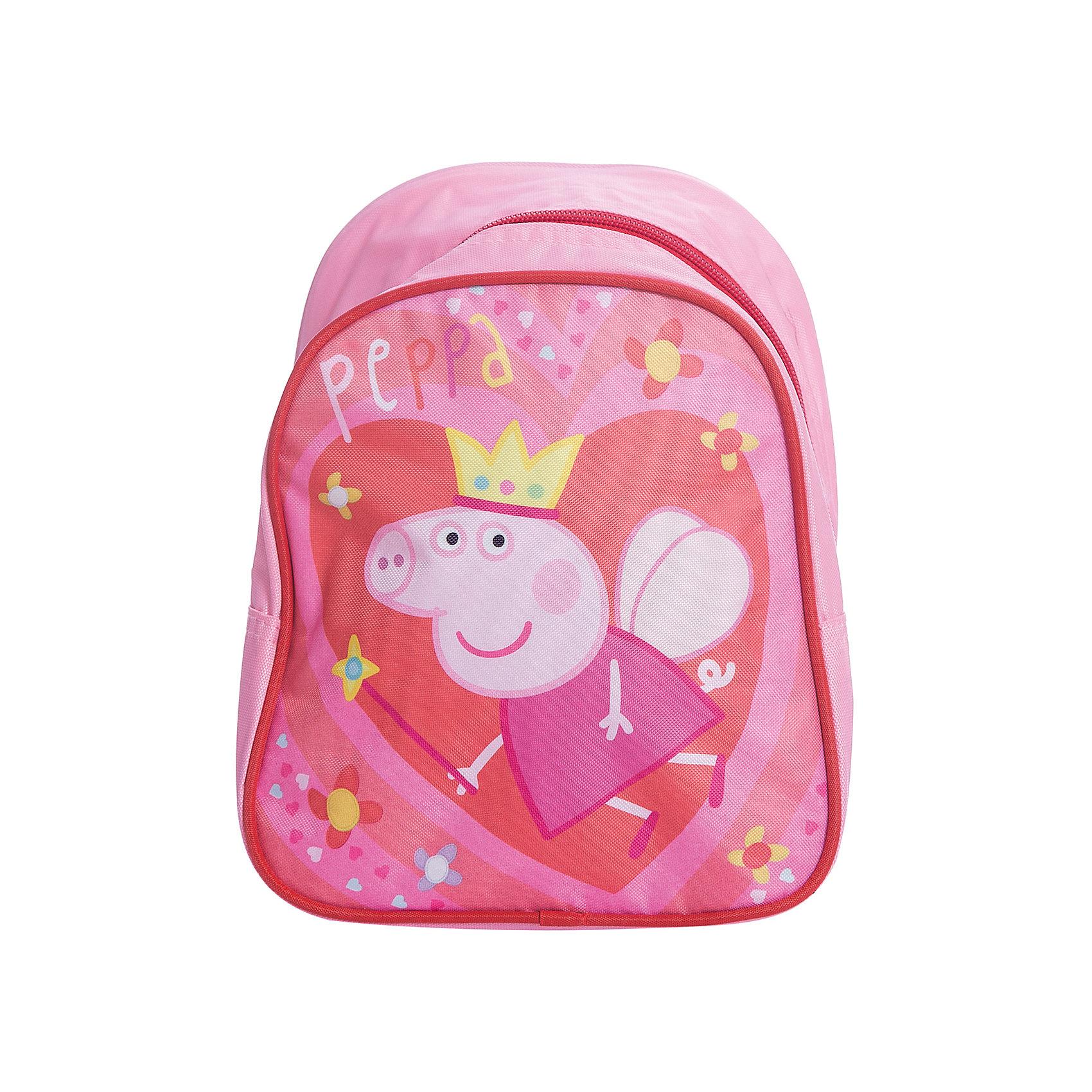 Дошкольный рюкзак Королева, Свинка ПеппаСвинка Пеппа<br>Очаровательный дошкольный рюкзачок «Свинка Пеппа» – это невероятно привлекательный аксессуар для вашей малышки. В его внутреннем отделении на молнии легко поместятся не только игрушки, но даже тетрадка или книжка. Благодаря регулируемым лямкам, рюкзачок подходит детям любого роста. Удобная ручка помогает носить аксессуар в руке или размещать на вешалке. Изделие изготовлено из износостойкой, водонепроницаемой ткани, поэтому оно будет служить долгое время, сохраняя положенные в него вещи сухими даже в дождливую погоду. Рюкзачок декорирован привлекательным принтом (сублимированной печатью). Размер: 23х19х8 см.<br><br>Ширина мм: 260<br>Глубина мм: 205<br>Высота мм: 25<br>Вес г: 163<br>Возраст от месяцев: 36<br>Возраст до месяцев: 72<br>Пол: Женский<br>Возраст: Детский<br>SKU: 4635148
