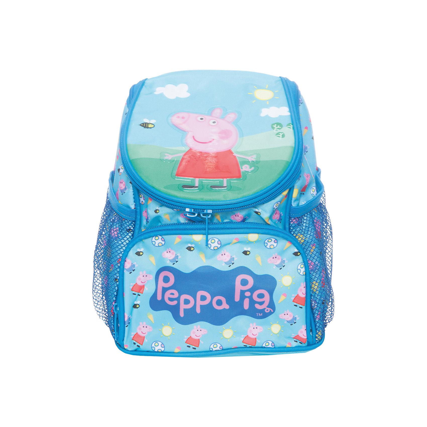 Дошкольный рюкзак Свинка Пеппа (увеличенного объема)Детские рюкзаки<br>Яркий и привлекательный рюкзачок «Свинка Пеппа» станет хорошим помощником вашему малышу. В его внутреннем отделении на молнии поместятся не только игрушки, но и книжки, которые можно взять с собой на прогулку или в гости. Лицевой карман на молнии прекрасно подойдет для карандашей и фломастеров, а два сетчатых боковых кармашка пригодятся для небольших предметов. Благодаря регулируемым лямкам, рюкзак подойдет детям любого роста. Специальная ручка позволяет носить его в руке или размещать на вешалке. Изделие изготовлено из износостойкой, водонепроницаемой ткани, поэтому оно будет служить долгое время, всегда сохраняя положенные в него вещи сухими даже в дождливую погоду. Аксессуар декорирован ярким принтом и блестящей объемной аппликацией PVC. Размер: 25,5х21х14 см.<br><br>Ширина мм: 270<br>Глубина мм: 210<br>Высота мм: 55<br>Вес г: 250<br>Возраст от месяцев: 72<br>Возраст до месяцев: 96<br>Пол: Унисекс<br>Возраст: Детский<br>SKU: 4635154