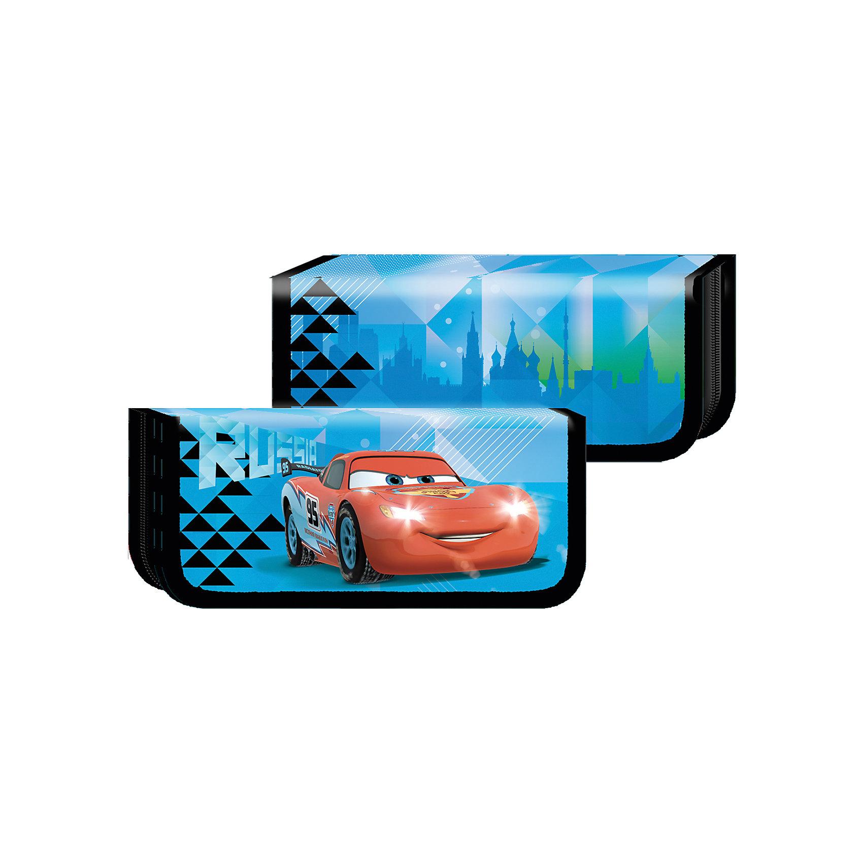 Пенал Лед, ТачкиПенал «Лед» ТМ «Disney/Pixar» Тачки – это стильный и модный аксессуар, в котором все школьные  принадлежности будут в целости и сохранности. В его отделении на молнии расположены специальные петельки из резинки, которые фиксируют ручки и карандаши, маркеры и ластик, точилку и другие предметы. Пенал выполнен из ламинированного картона и полиэстера. Аксессуар декорирован привлекательным принтом: ярким снаружи и ахроматическим внутри.<br><br>Ширина мм: 200<br>Глубина мм: 90<br>Высота мм: 30<br>Вес г: 70<br>Возраст от месяцев: 72<br>Возраст до месяцев: 120<br>Пол: Унисекс<br>Возраст: Детский<br>SKU: 4637451