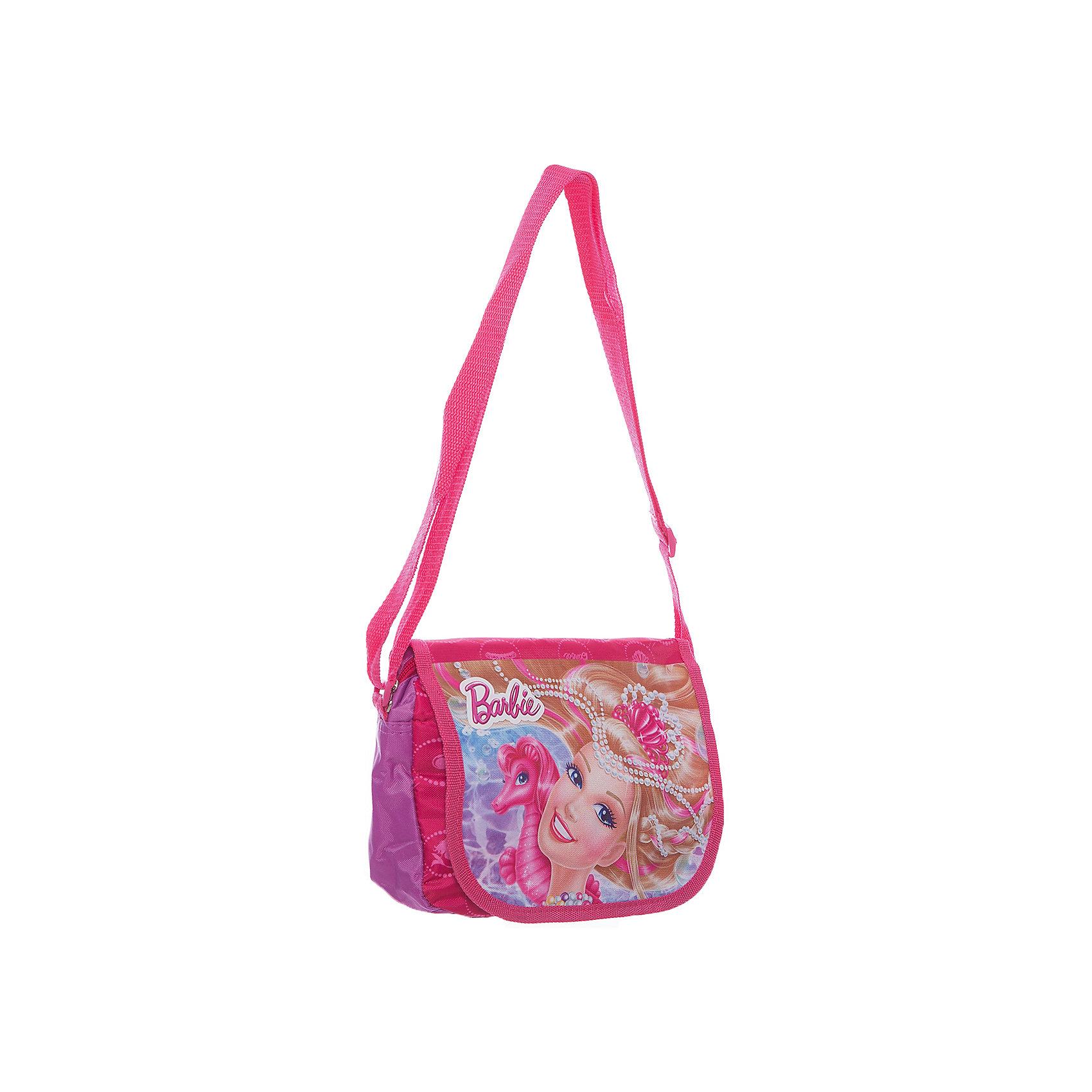 Сумка через плечо, BarbieСумка через плечо Barbie - комфортная и стильная сумочка, с которой Вашей девочке будет приятно ходить и на школьные занятия и на прогулку. Сумка выполнена из водоотталкивающего прочного и качественного материала. Имеет привлекательный дизайн с яркой розовой расцветкой и изображением очаровательной красавицы Барби. Сумочка закрывается откидным клапаном на липучках, внутри одно просторное отделение, куда можно положить все необходимые принадлежности и аксессуары. Для ношения через плечо предусмотрен широкий регулируемый ремешок.  <br><br>Дополнительная информация:<br><br>- Материал: текстиль.<br>- Размер: 22 х 5,5 х 15 см.<br>- Вес: 190 гр.<br><br>Сумку через плечо Barbie, 22*15*5,5 см., Играем Вместе, можно купить в нашем интернет-магазине.<br><br>Ширина мм: 676<br>Глубина мм: 324<br>Высота мм: 4<br>Вес г: 190<br>Возраст от месяцев: 48<br>Возраст до месяцев: 96<br>Пол: Женский<br>Возраст: Детский<br>SKU: 4637659