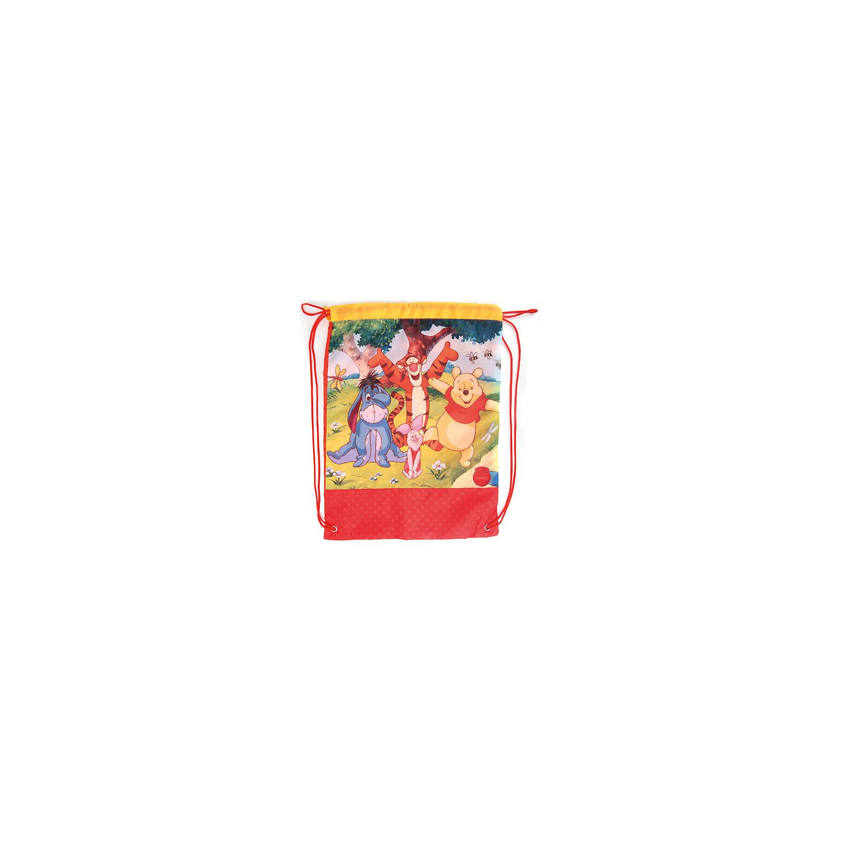 Мешок для обуви Винни ПухМешки для обуви<br>Мешок для обуви Винни Пух идеально подойдет для сменной обуви маленького школьника и для физкультурной формы. Мешок изготовлен из прочного высококачественного материала и имеет привлекательный дизайн с красно-желтой расцветкой и красочным изображением персонажей из диснеевских мультфильмов о медвежонке Винни-Пухе. Мешок затягивается сверху при помощи текстильных шнурков, которые фиксируются в нижней части сумки, благодаря чему ее можно носить за спиной как рюкзак.<br><br>Дополнительная информация:<br><br>- Материал: 100% полиэстер.<br>- Размер: 46 х 34 см.<br>- Вес: 0,22 кг. <br><br>Мешок для обуви Винни Пух, Играем Вместе, можно купить в нашем интернет-магазине.<br><br>Ширина мм: 116<br>Глубина мм: 194<br>Высота мм: 10<br>Вес г: 220<br>Возраст от месяцев: 48<br>Возраст до месяцев: 96<br>Пол: Унисекс<br>Возраст: Детский<br>SKU: 4637666