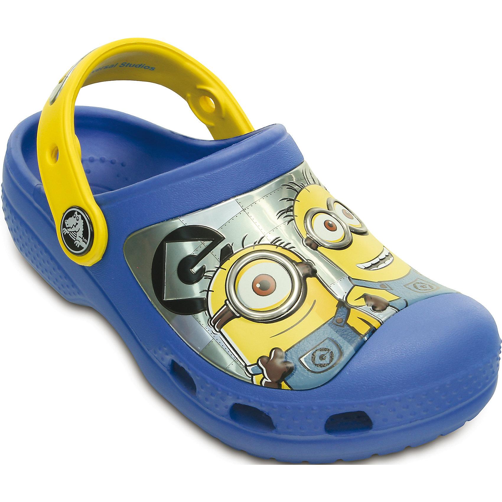 Сабо CC Minions Clg CrocsПляжная обувь<br>Характеристики товара:<br><br>• цвет: синий<br>• материал: 100% полимер Croslite™<br>• литая модель<br>• вентиляционные отверстия<br>• бактериостатичный материал<br>• пяточный ремешок фиксирует стопу<br>• толстая устойчивая подошва<br>• с принтом<br>• анатомическая стелька с массажными точками стимулирует кровообращение<br>• страна бренда: США<br>• страна изготовитель: Китай<br><br>Для правильного развития ребенка крайне важно, чтобы обувь была удобной. Такие сабо обеспечивают детям необходимый комфорт, а анатомическая стелька с массажными линиями для стимуляции кровообращения позволяет ножкам дольше не уставать. Сабо легко надеваются и снимаются, отлично сидят на ноге. Материал, из которого они сделаны, не дает размножаться бактериям, поэтому такая обувь препятствует образованию неприятного запаха и появлению болезней стоп. <br>Обувь от американского бренда Crocs в данный момент завоевала широкую популярность во всем мире, и это не удивительно - ведь она невероятно удобна. Её носят врачи, спортсмены, звёзды шоу-бизнеса, люди, которым много времени приходится бывать на ногах - они понимают, как важна комфортная обувь. Продукция Crocs - это качественные товары, созданные с применением новейших технологий. Обувь отличается стильным дизайном и продуманной конструкцией. Изделие производится из качественных и проверенных материалов, которые безопасны для детей.<br><br>Сабо от торговой марки Crocs можно купить в нашем интернет-магазине.<br><br>Ширина мм: 225<br>Глубина мм: 139<br>Высота мм: 112<br>Вес г: 290<br>Цвет: синий<br>Возраст от месяцев: -2147483648<br>Возраст до месяцев: 2147483647<br>Пол: Унисекс<br>Возраст: Детский<br>Размер: 25/26,27/28,29/30,31/32,23/24,21/22<br>SKU: 4639477