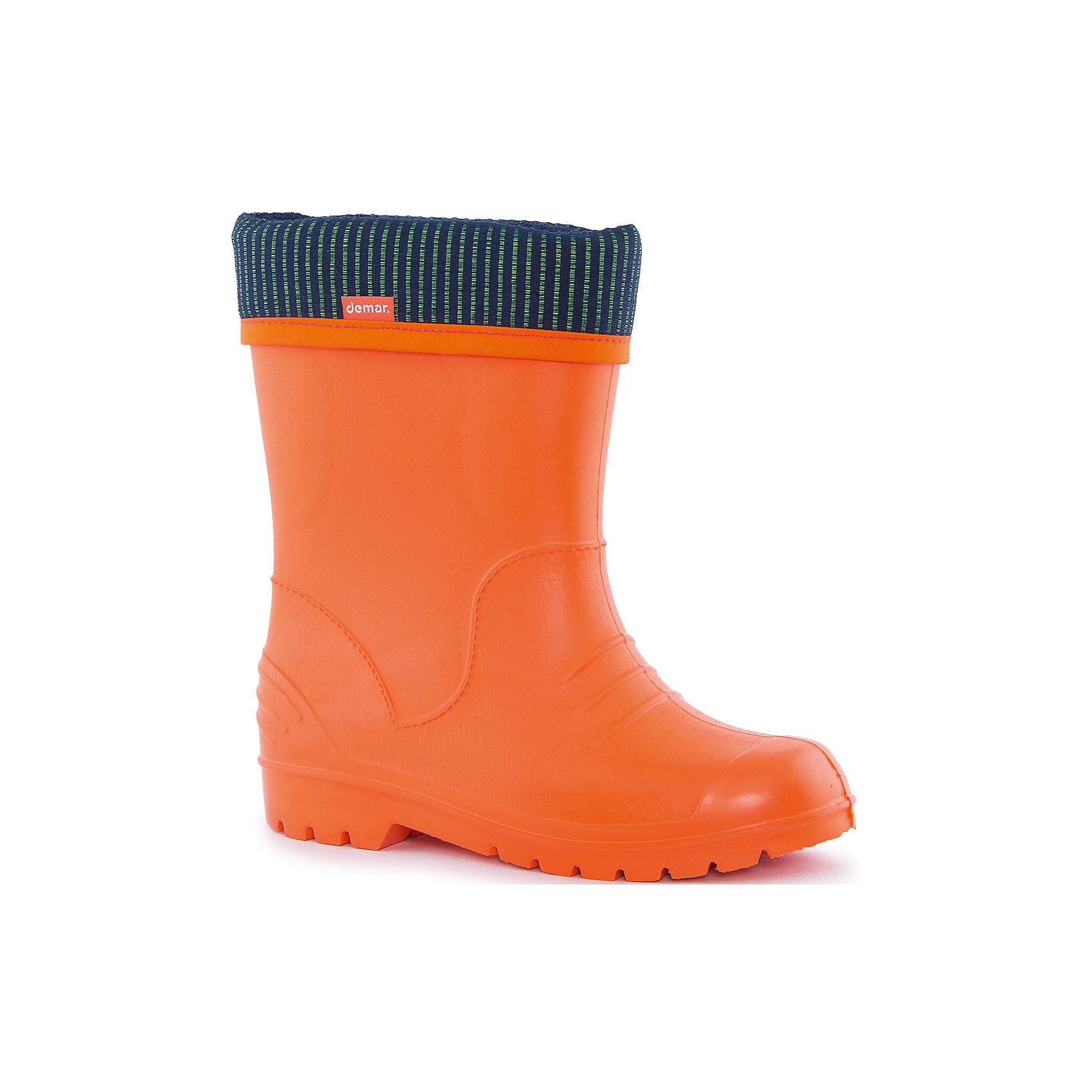 Резиновые сапоги Dino DEMARРезиновые сапоги<br>Характеристики товара:<br><br>• цвет: оранжевый<br>• материал верха: ЭВА<br>• материал подкладки: текстиль <br>• материал подошвы: ЭВА<br>• температурный режим: от 0° до +15° С<br>• верх не продувается<br>• съемный чулок<br>• стильный дизайн<br>• страна бренда: Польша<br>• страна изготовитель: Польша<br><br>Осенью и весной ребенку не обойтись без непромокаемых сапожек! Чтобы не пропустить главные удовольствия межсезонья, нужно запастись удобной обувью. Такие сапожки обеспечат ребенку необходимый для активного отдыха комфорт, а подкладка из текстиля позволит ножкам оставаться теплыми. Сапожки легко надеваются и снимаются, отлично сидят на ноге. Они удивительно легкие!<br>Обувь от польского бренда Demar - это качественные товары, созданные с применением новейших технологий и с использованием как натуральных, так и высокотехнологичных материалов. Обувь отличается стильным дизайном и продуманной конструкцией. Изделие производится из качественных и проверенных материалов, которые безопасны для детей.<br><br>Сапожки от бренда Demar (Демар) можно купить в нашем интернет-магазине.<br><br>Ширина мм: 237<br>Глубина мм: 180<br>Высота мм: 152<br>Вес г: 438<br>Цвет: разноцветный<br>Возраст от месяцев: -2147483648<br>Возраст до месяцев: 2147483647<br>Пол: Женский<br>Возраст: Детский<br>Размер: 32/33,22/23,34/35,30/31,28/29<br>SKU: 4640009