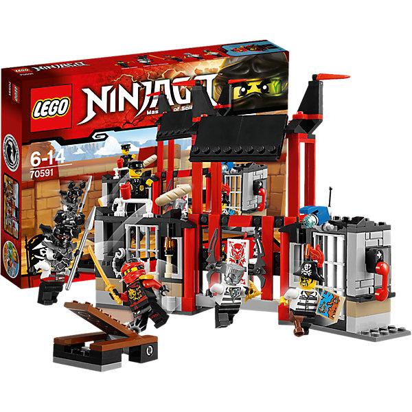 LEGO NINJAGO 70591: Побег из тюрьмы КриптариумПластмассовые конструкторы<br>Приключения и конструкторы обожает множество современных мальчишек, поэтому набор Лего, из которого можно собрать интересный сюжет, обязательно порадует ребенка. Такие игрушки помогают детям развивать воображение, мелкую моторику, логику и творческое мышление.<br>Набор состоит из множества деталей, с помощью которых можно  собрать декорации для игр, а также в нем есть фигурки любимых персонажей! С таким комплектом можно придумать множество игр!<br><br>Дополнительная информация:<br><br>цвет: разноцветный;<br>размер коробки: 26 х 5 х 19 см;<br>вес: 317 г;<br>материал: пластик;<br>количество деталей: 207.<br><br>Набор Побег из тюрьмы Криптариум от бренда LEGO NINJAGO можно купить в нашем магазине.<br><br>Ширина мм: 264<br>Глубина мм: 193<br>Высота мм: 48<br>Вес г: 316<br>Возраст от месяцев: 72<br>Возраст до месяцев: 168<br>Пол: Мужской<br>Возраст: Детский<br>SKU: 4641242