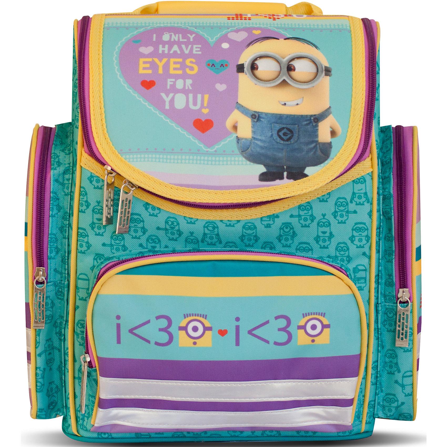 Ортопедический средний рюкзак Love, МиньоныОртопедический средний рюкзак «Гадкий Я» идеален для учебы в школе. Он имеет одно основное отделение на молнии, подходящее для формата А4, с двумя отсеками для тетрадей и прозрачным кармашком для личной карточки. Спереди находится карман на молнии, вмещающий пенал, а по бокам – два кармана на молнии высотой 24 см. Удобная ортопедическая спинка, созданная по специальной технологии из дышащего плотного и мягкого поролона, равномерно распределяет нагрузку на позвоночник. Мягкие анатомические регулируемые лямки оберегают плечи ребенка от натирания. Светоотражающие элементы, расположенные на лямках и лицевом кармане, повышают безопасность ребенка на дороге в темное время суток. Пластиковая ручка удобна для переноски рюкзака в руке или размещения на вешалке. <br>Аксессуар декорирован модным принтом (сублимированной печатью). <br><br>Дополнительная информация:<br><br>Размер: 31х29х15 см.<br>Вес: 820 г.<br><br>Ортопедический средний рюкзак Love, Миньоны можно купить в нашем магазине.<br><br>Ширина мм: 350<br>Глубина мм: 290<br>Высота мм: 180<br>Вес г: 820<br>Возраст от месяцев: 36<br>Возраст до месяцев: 120<br>Пол: Женский<br>Возраст: Детский<br>SKU: 4646738
