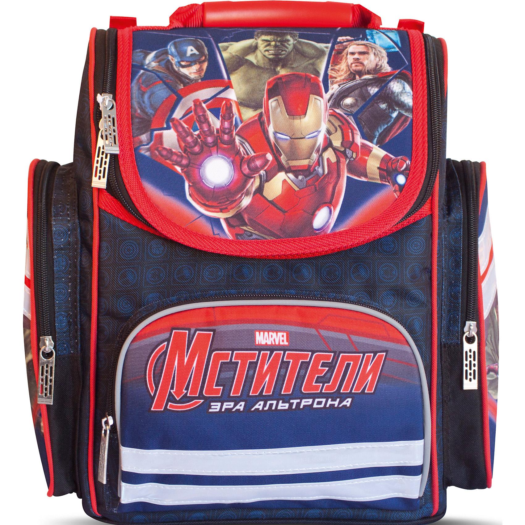 Ортопедический средний рюкзак МстителиMarvel<br>Ортопедический средний рюкзак Marvel «Мстители» (Avengers) идеален для учебы в школе. Он имеет одно основное отделение на молнии, подходящее для формата А4, с двумя отсеками для тетрадей и прозрачным кармашком для личной карточки. Спереди находится карман на молнии, вмещающий пенал, а по бокам – два кармана на молнии высотой 24 см. Удобная ортопедическая спинка, созданная по специальной технологии из дышащего плотного и мягкого поролона, равномерно распределяет нагрузку на позвоночник. Мягкие анатомические регулируемые лямки оберегают плечи ребенка от натирания. Светоотражающие элементы, расположенные на лямках и лицевом кармане, повышают безопасность ребенка на дороге в темное время суток. Пластиковая ручка удобна для переноски рюкзака в руке или размещения на вешалке. Аксессуар декорирован модным принтом (сублимированной печатью).<br><br>Дополнительная информация:<br><br>Размер: 31х29х15 см.<br>Два кармана на молнии высотой 24 см<br>Вес: 820 г.<br><br>Ортопедический средний рюкзак Мстители можно купить в нашем магазине.<br><br>Ширина мм: 350<br>Глубина мм: 290<br>Высота мм: 180<br>Вес г: 820<br>Возраст от месяцев: 36<br>Возраст до месяцев: 120<br>Пол: Мужской<br>Возраст: Детский<br>SKU: 4646748