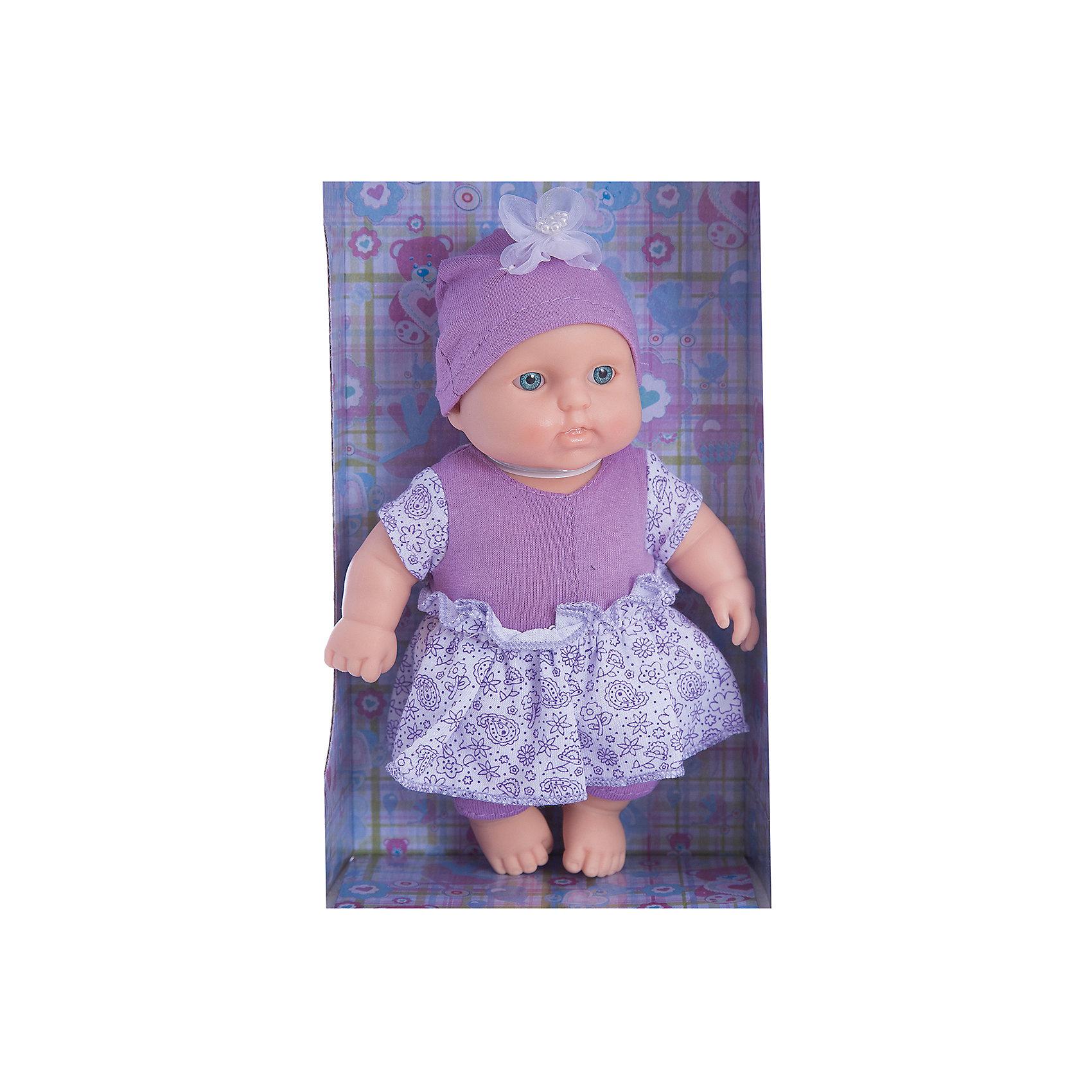 Кукла Карапуз 4, девочка, ВеснаКукла Карапуз 4 от марки Весна<br><br>Симпатичная и качественная кукла от отечественного производителя способна не просто помочь ребенку весело проводить время, но и научить девочку заботиться о других. На игрушке - симпатичный костюм и шапочка, всё можно снимать и надевать.<br>Такая кукла помогает ребенку нарабатывать социальные навыки и весело познавать мир. Сделана игрушка из качественных, приятных на ощупь и безопасных для ребенка материалов.<br><br>Отличительные особенности куклы:<br><br>- материал: пластмасса;<br>- волосы: рельефная имитация;<br>- можно купать;<br>- снимающаяся одежда;<br>- высота: 20 см.<br><br>Комплектация одежды:<br><br>- комбинезон с юбкой;<br>- шапочка.<br><br>Куклу Карапуз 4 от марки Весна можно купить в нашем магазине.<br><br>Ширина мм: 240<br>Глубина мм: 130<br>Высота мм: 75<br>Вес г: 190<br>Возраст от месяцев: 36<br>Возраст до месяцев: 120<br>Пол: Женский<br>Возраст: Детский<br>SKU: 4650463