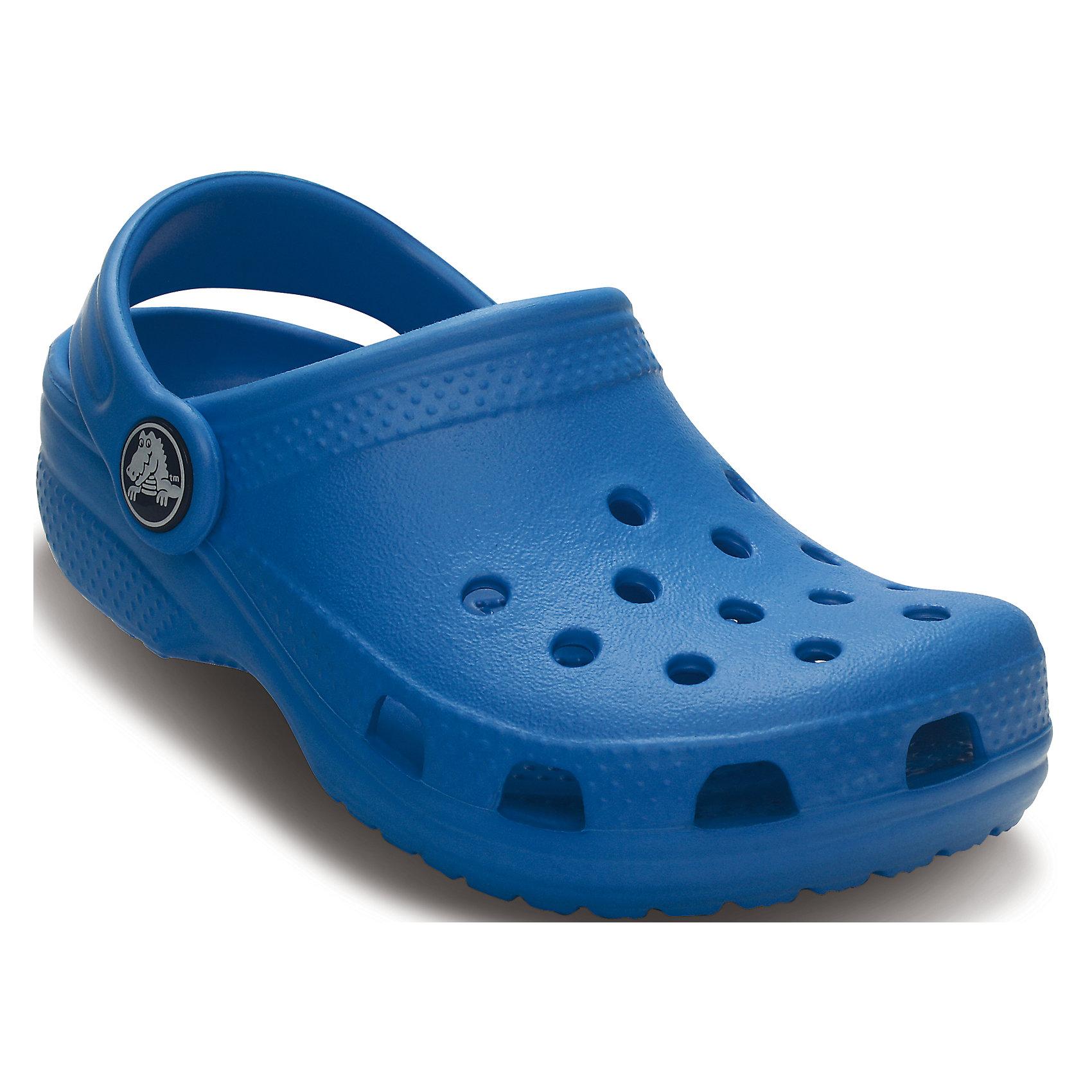 Сабо Kids Classic для мальчика CrocsПляжная обувь<br>Характеристики товара:<br><br>• цвет: синий<br>• материал: 100% полимер Croslite™<br>• под воздействием температуры тела принимают форму стопы<br>• полностью литая модель<br>• вентиляционные отверстия<br>• бактериостатичный материал<br>• пяточный ремешок фиксирует стопу<br>• толстая устойчивая подошва<br>• отверстия для использования украшений<br>• анатомическая стелька с массажными точками стимулирует кровообращение<br>• страна бренда: США<br>• страна изготовитель: Китай<br><br>Для правильного развития ребенка крайне важно, чтобы обувь была удобной. Такие сабо обеспечивают детям необходимый комфорт, а анатомическая стелька с массажными линиями для стимуляции кровообращения позволяет ножкам дольше не уставать. Сабо легко надеваются и снимаются, отлично сидят на ноге. Материал, из которого они сделаны, не дает размножаться бактериям, поэтому такая обувь препятствует образованию неприятного запаха и появлению болезней стоп. <br>Обувь от американского бренда Crocs в данный момент завоевала широкую популярность во всем мире, и это не удивительно - ведь она невероятно удобна. Её носят врачи, спортсмены, звёзды шоу-бизнеса, люди, которым много времени приходится бывать на ногах - они понимают, как важна комфортная обувь. Продукция Crocs - это качественные товары, созданные с применением новейших технологий. Обувь отличается стильным дизайном и продуманной конструкцией. Изделие производится из качественных и проверенных материалов, которые безопасны для детей.<br><br>Сабо для мальчика от торговой марки Crocs можно купить в нашем интернет-магазине.<br><br>Ширина мм: 225<br>Глубина мм: 139<br>Высота мм: 112<br>Вес г: 290<br>Цвет: синий<br>Возраст от месяцев: 36<br>Возраст до месяцев: 48<br>Пол: Мужской<br>Возраст: Детский<br>Размер: 25/26,35/36,27/28,34/35,23/24,29/30,33/34,21/22<br>SKU: 4651702