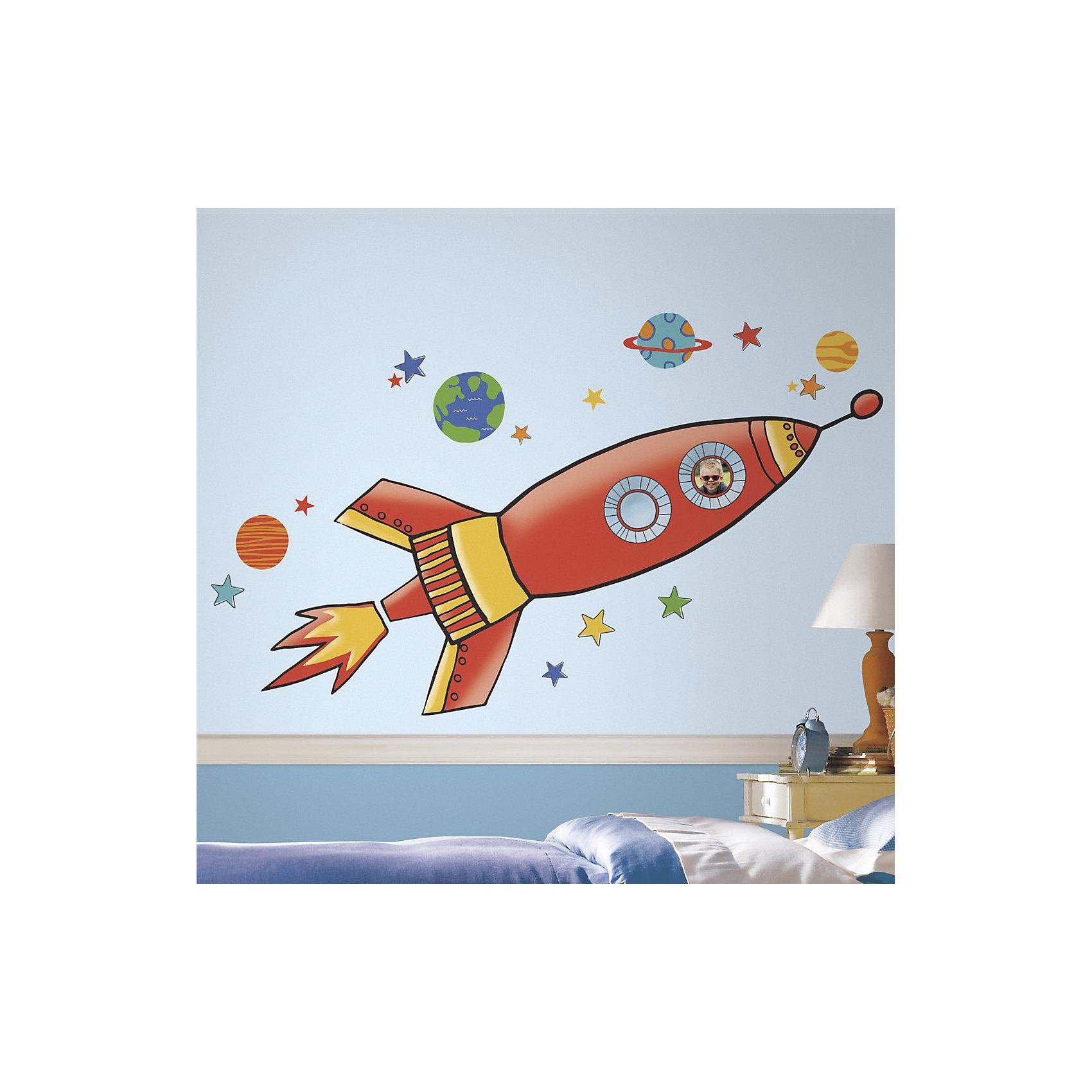 Наклейки для декора Ракета, большой форматПредметы интерьера<br>Наклейки для декора Ракета, RoomMates, замечательно подойдут для украшения Вашего интерьера и придадут ему оригинальный вид. В комплект входят наклейки большого формата с красочным изображением космической ракеты в окружении звезд и планет. Наклейки просты в применении и подходят для многоразового использования. Освободите выбранный рисунок от защитного слоя и приклейте на стену или любую другую плоскую гладкую поверхность. Стикеры легко отклеиваются и не оставляют липких следов на поверхности. Яркие наклейки с красочными интересными рисунками будут радовать Вашего ребенка и создавать атмосферу домашнего уюта.<br><br>Дополнительная информация:<br><br>- Материал: винил.<br>- Размер изображения в собранном виде: 135 х 49,3 см.<br>- Размер упаковки: 48,3 х 12,7 х 2,6 см. <br>- Вес: 0,227 кг. <br><br>Наклейки для декора Ракета, большой формат, RoomMates, можно купить в нашем интернет-магазине.<br><br>Ширина мм: 483<br>Глубина мм: 127<br>Высота мм: 26<br>Вес г: 331<br>Возраст от месяцев: 36<br>Возраст до месяцев: 144<br>Пол: Мужской<br>Возраст: Детский<br>SKU: 4652198