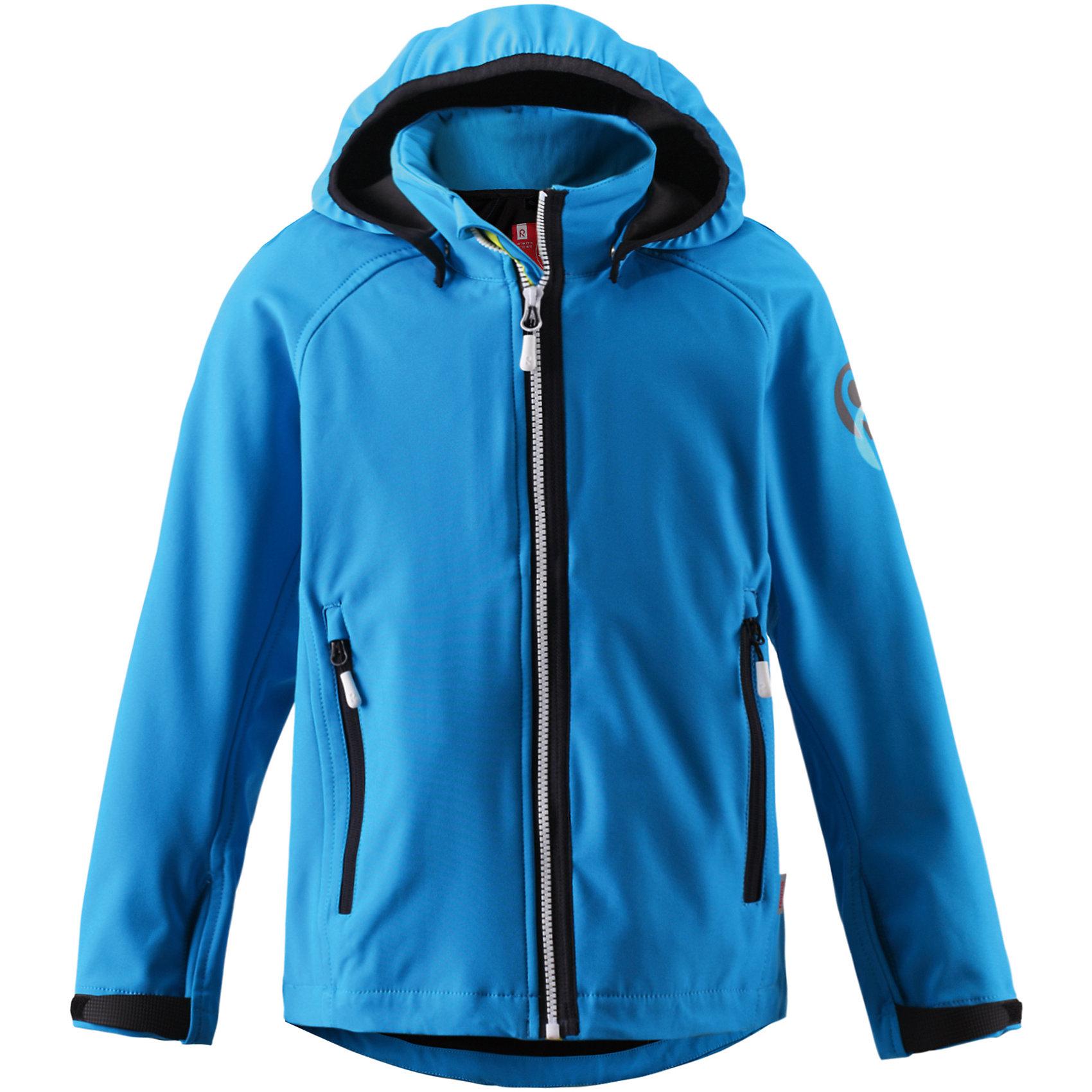 Куртка для мальчика Soft shell ReimaКуртка Reima (Рейма), голубой от известного финского производителя  детской одежды Reima. Демисезонная куртка для мальчика выполнена из материала Soft shell, который обеспечивает высокие ветрозащитные,  водооталкивающие и  грязеотталкивающие и свойства, при этом сохраняется хорошая воздухопроницаемость. Изделие устойчиво к изменению формы и цвета даже при длительном использовании. Куртка имеет классическую форму: прямой силуэт с эластичной окантовкой по низу изделия и на рукавах, воротник-стойка, застежка-молния с защитой у подбородка, 2 боковых прорезных кармана на молнии. <br><br>Дополнительная информация:<br><br>- Предназначение: повседневная одежда для прогулок и активного отдыха<br>- Цвет: голубой<br>- Пол: для мальчика<br>- Состав: 96% полиэстер, 4% эластан, полиуретановое покрытие<br>- Сезон: весна-осень (демисезонная)<br>- Особенности ухода: стирать изделие, предварительно вывернув его на левую сторону, не использовать отбеливающие вещества<br><br>Подробнее:<br><br>• Для детей в возрасте: от 6 лет и до 7 лет<br>• Страна производитель: Китай<br>• Торговый бренд: Reima, Финляндия<br><br>Куртку Reima (Рейма), голубой можно купить в нашем интернет-магазине.<br><br>Ширина мм: 356<br>Глубина мм: 10<br>Высота мм: 245<br>Вес г: 519<br>Цвет: голубой<br>Возраст от месяцев: 84<br>Возраст до месяцев: 96<br>Пол: Мужской<br>Возраст: Детский<br>Размер: 128,152,134,146,140<br>SKU: 4653130