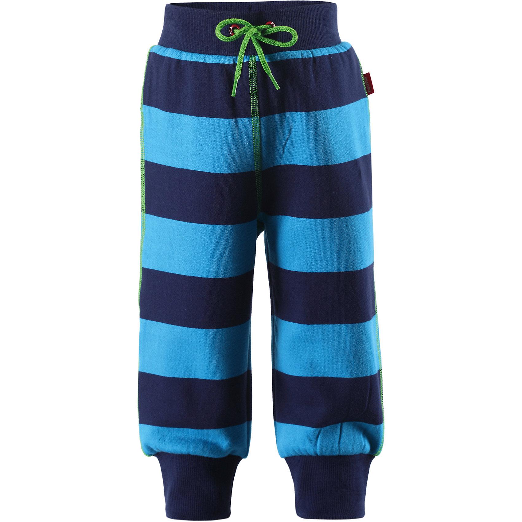 Флисовые брюки для мальчика ReimaФлисовые брюки для мальчика от финской марки Reima.<br>Состав:<br>75% ХЛ 25% ПЭ<br><br>Ширина мм: 215<br>Глубина мм: 88<br>Высота мм: 191<br>Вес г: 336<br>Цвет: голубой<br>Возраст от месяцев: 3<br>Возраст до месяцев: 6<br>Пол: Мужской<br>Возраст: Детский<br>Размер: 68<br>SKU: 4653775