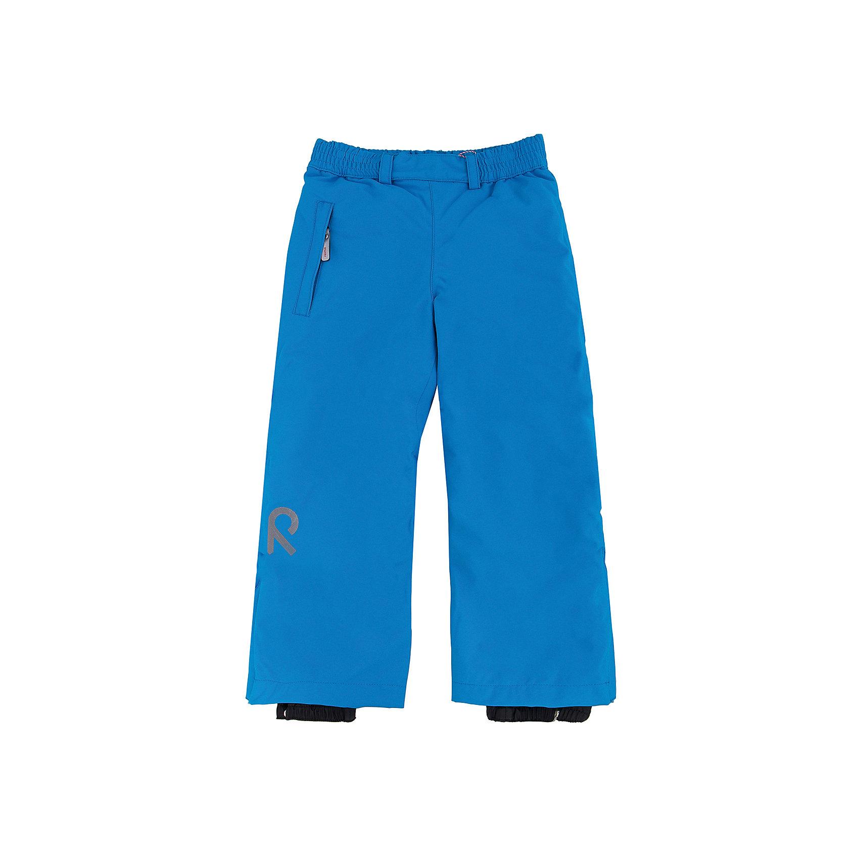 Брюки Reimatec ReimaОдежда<br>Брюки Reima (Рейма), голубой от известного финского производителя детской одежды Reima. Зимние брюки выполнены из полиамида с полиуретановым покрытием, обладают высокой износоустойчивостью, воздухопроницаемыми, ветрозащитными, водооталкивающими и грязеотталкивающими свойствами. Изделие устойчиво к изменению формы и цвета даже при длительном использовании. Силуэт изделия имеет классическую форму: прямые брюки с высокой посадкой, регулируемый по ширине пояс делают изделие особо комфортным для активного отдыха и прогулок.  С правого бока имеется втачной карман  на молнии. У брюк все швы проклеенные, снизу брючин предусмотрена регулировка по ширине и блокировка на кнопках от попадания снега. Зимние брюки от Reima  можно носить при температуре до - 20 градусов.    <br><br>Дополнительная информация:<br><br>- Предназначение: повседневная одежда для прогулок и активного отдыха<br>- Цвет: голубой<br>- Пол: для девочки/для мальчика<br>- Состав: 100% полиамид, полиуретановое покрытие<br>- Сезон: зима<br>- Особенности ухода: стирать изделие, предварительно вывернув его на левую сторону, не использовать отбеливающие вещества<br><br>Подробнее:<br><br>• Для детей в возрасте: от 4 лет и до 5 лет<br>• Страна производитель: Китай<br>• Торговый бренд: Reima, Финляндия<br><br>Брюки Reima (Рейма), голубой можно купить в нашем интернет-магазине.<br><br>Ширина мм: 215<br>Глубина мм: 88<br>Высота мм: 191<br>Вес г: 336<br>Цвет: голубой<br>Возраст от месяцев: 48<br>Возраст до месяцев: 60<br>Пол: Унисекс<br>Возраст: Детский<br>Размер: 110,116,128,140,134,122<br>SKU: 4653858