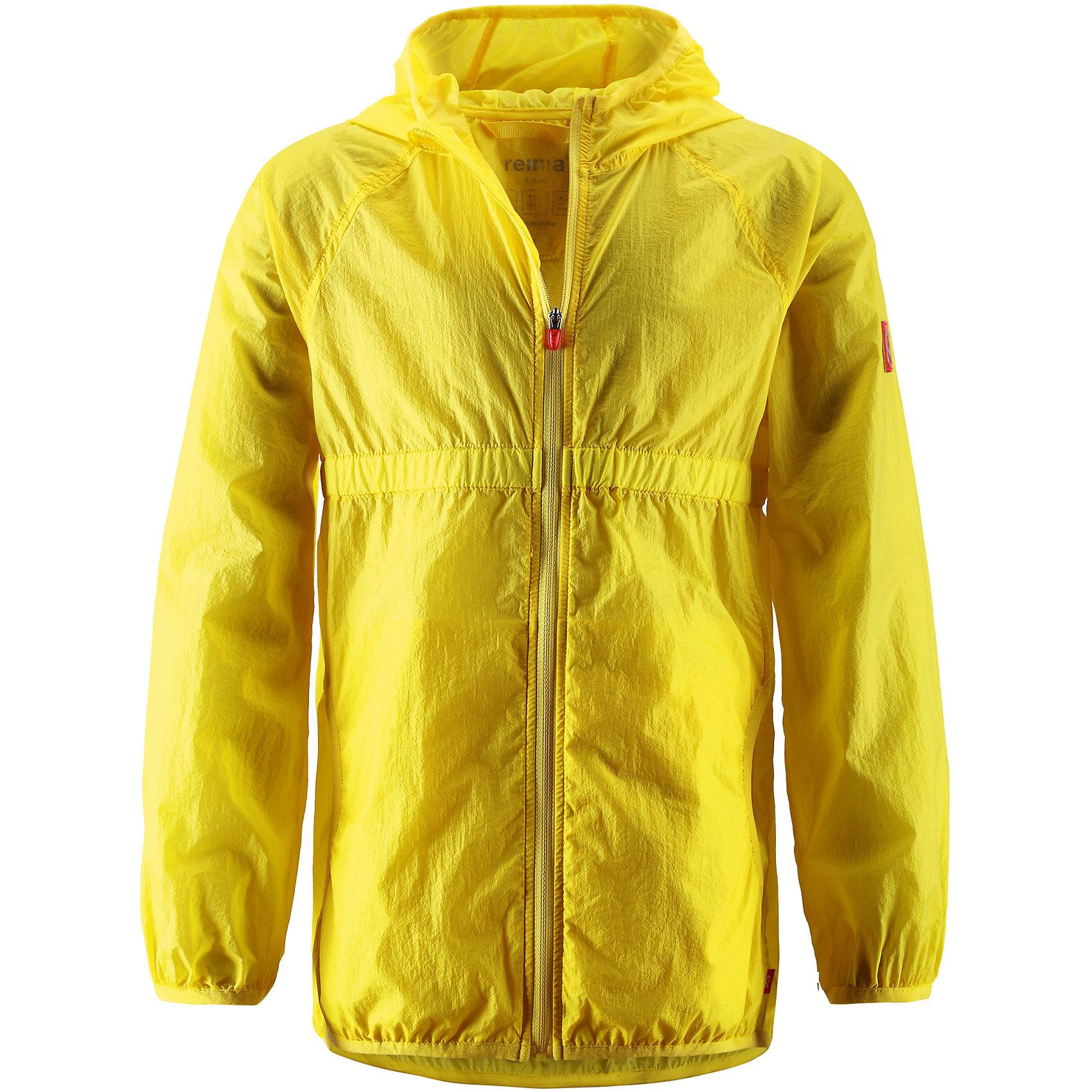 Пальто для девочки ReimaОдежда<br>Пальто для девочки Reima (Рейма), желтый от известного финского производителя  детской одежды Reima. Пальто-ветровка выполнена из полиамида, который обладает высокой износоустойчивостью, воздухопроницаемыми, водооталкивающими и грязеотталкивающими свойствами. Изделие устойчиво к изменению формы и цвета даже при длительном использовании. Пальто имеет классическую форму: прямой силуэт с завышенной талией, кант повторяется на рукавах и капюшоне, воротник-стойка, застежка-молния с защитой у подбородка и 2 боковых прорезных кармана, также имеются внутренние карманы. Изделие имеет полиуретановое покрытие, что делает его непромокаемым даже в дождливую погоду. Ветровка идеально подходит для весенних и осенних прогулок.<br><br>Дополнительная информация:<br><br>- Предназначение: повседневная одежда для прогулок и активного отдыха<br>- Цвет: желтый<br>- Пол: для девочки<br>- Состав: 100% полиамид, полиуретановое покрытие<br>- Сезон: весна-осень (демисезонная)<br>- Особенности ухода: стирать изделие, предварительно вывернув его на левую сторону, не использовать отбеливающие вещества<br><br>Подробнее:<br><br>• Для детей в возрасте: от 6 лет и до 7 лет<br>• Страна производитель: Китай<br>• Торговый бренд: Reima, Финляндия<br><br>Пальто для девочки Reima (Рейма), желтый можно купить в нашем интернет-магазине.<br><br>Ширина мм: 356<br>Глубина мм: 10<br>Высота мм: 245<br>Вес г: 519<br>Цвет: желтый<br>Возраст от месяцев: 72<br>Возраст до месяцев: 84<br>Пол: Женский<br>Возраст: Детский<br>Размер: 122,134,140,128,116,110<br>SKU: 4653969