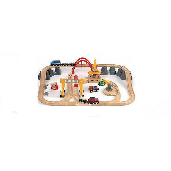 Железная дорога Люкс, BrioЖелезные дороги<br>Железная дорога Люкс, Brio (Брио) – игровой набор обязательно заинтересует вашего ребенка и не позволит ему скучать.<br>Железная дорога Люкс от Brio (Брио) перенесет вашего малыша в небольшой только строящийся городок в горной местности. С помощью подъемного крана Ваш ребенок сможет загрузить грузовичок строительными материалами, грузовик отвезет свой груз до ближайшего поезда – дальше строительные материалы поедут поездом на другой конец города. Пока поезд в пути, другой трактор уже разгружает недавно прибывший состав. Деревянные строители ведут строгий контроль, поэтому можно не сомневаться в качестве и долговечности построек. В состав набора входят элементы железной дороги, поезд на батарейках, который имеет звуковые и световые эффекты и будет ездить без помощи Вашего малыша, грузовой поезд, грузовые вагоны, большой мостовой кран, малый кран, стрелки, большой арочный мост, грузы, светофор, а также бокс для хранения. Ваш малыш сможет создавать различные игровые ситуации, что сделает игру интересной и разнообразной. Набор упакован в контейнер для игрушек, что делает хранение дороги очень удобной. Эта железная дорога совместима со всеми дорогами Brio и другими деревянными дорогами. Все детали изготовлены из натурального дерева и пластмассы, а окрашены нетоксичными гипоаллергенными красками. Деревянная железная дорога Люкс Brio не только доставит Вашему ребенку удовольствие от игры, но и поможет развить мелкую моторику рук, внимательность и воображение. С деревянной железной дорогой Люкс Brio Ваш ребенок не будет скучать ни дня!<br><br>Дополнительная информация:<br><br>- В комплекте 54 элемента:  поезд на батарейках, грузовой поезд, 3 грузовых вагона, элементы железной дороги 27 шт, тупик, большой мостовой кран, малый кран, пункт приема груза, горы  7 шт, стрелки – 3 шт, большой арочный мост, грузы – 5 шт, светофор, контейнер для хранения<br>- Материал: древесина, окрашенная нетоксичными красками, пластик<br>- Требуется 1 
