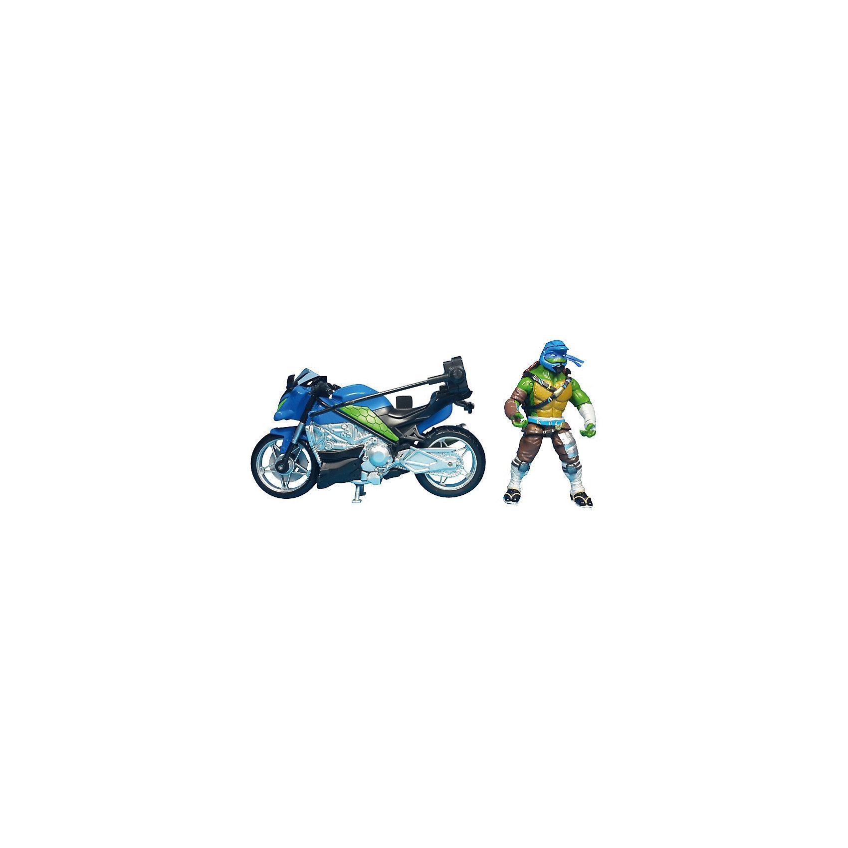 Мотоцикл с фигуркой Лео, Черепашки НиндзяИгровые наборы<br>Мотоцикл с фигуркой Лео, Черепашки Ниндзя, Movie Line, станет отличным подарком для всех юных поклонников популярного мультсериала Черепашки Ниндзя. Отважные черепашки-мутанты, владеющие боевыми искусствами, переживают невероятные приключения, спасая мир от злодеев. В комплекте Вы найдете мотоцикл, фигурку Лео и его оружие. Суперскоростной мотоцикл выполнен с высокой степенью детализации и обладает секретом - при нажатии на кнопку фигурка Лео совершает кувырок в воздухе! Фигурка Леонардо раскрашена в соответствии с экранным образом героя, руки и ноги подвижные, в кисти рук можно вложить оружие - две катаны.<br><br>Дополнительная информация:<br><br>- В комплекте: мотоцикл, фигурка, оружие.<br>- Материал: пластик.<br>- Высота фигурки: 11 см.<br>- Размер упаковки: 32,5 x 19,4 x 10,5 см.  <br>- Вес: 0,638 кг. <br><br>Мотоцикл с фигуркой Лео, Черепашки Ниндзя, Movie Line, можно купить в нашем интернет-магазине.<br><br>Ширина мм: 325<br>Глубина мм: 194<br>Высота мм: 105<br>Вес г: 638<br>Возраст от месяцев: 36<br>Возраст до месяцев: 144<br>Пол: Мужской<br>Возраст: Детский<br>SKU: 4657956