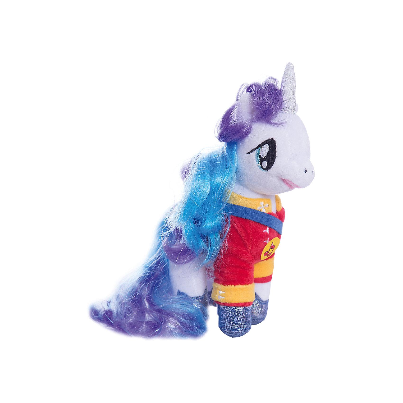 Мягкая игрушка Пони Принц Армор, 18 см, со звуком, My little Pony, МУЛЬТИ-ПУЛЬТИЛюбимые герои<br>Мягкая игрушка Пони Принц Армор со звуком от марки МУЛЬТИ-ПУЛЬТИ<br><br>Добрая мягкая игрушка от отечественного производителя сделана в виде известного персонажа из мультфильма My little Pony. Она поможет ребенку проводить время весело и с пользой. В игрушке есть встроенный звуковой модуль, который  позволяет ей говорить несколько фраз и петь песни.<br>Размер игрушки универсален - 18 сантиметров, её удобно брать с собой в поездки и на прогулку. Сделана она из качественных и безопасных для ребенка материалов, которые еще и приятны на ощупь. <br><br>Отличительные особенности  игрушки:<br><br>- материал: текстиль, пластик;<br>- звуковой модуль;<br>- язык: русский;<br>- работает на батарейках;<br>- высота: 18 см.<br><br>Мягкую игрушку Пони Принц Армор от марки МУЛЬТИ-ПУЛЬТИ можно купить в нашем магазине.<br><br>Ширина мм: 220<br>Глубина мм: 380<br>Высота мм: 280<br>Вес г: 110<br>Возраст от месяцев: 36<br>Возраст до месяцев: 84<br>Пол: Унисекс<br>Возраст: Детский<br>SKU: 4659489