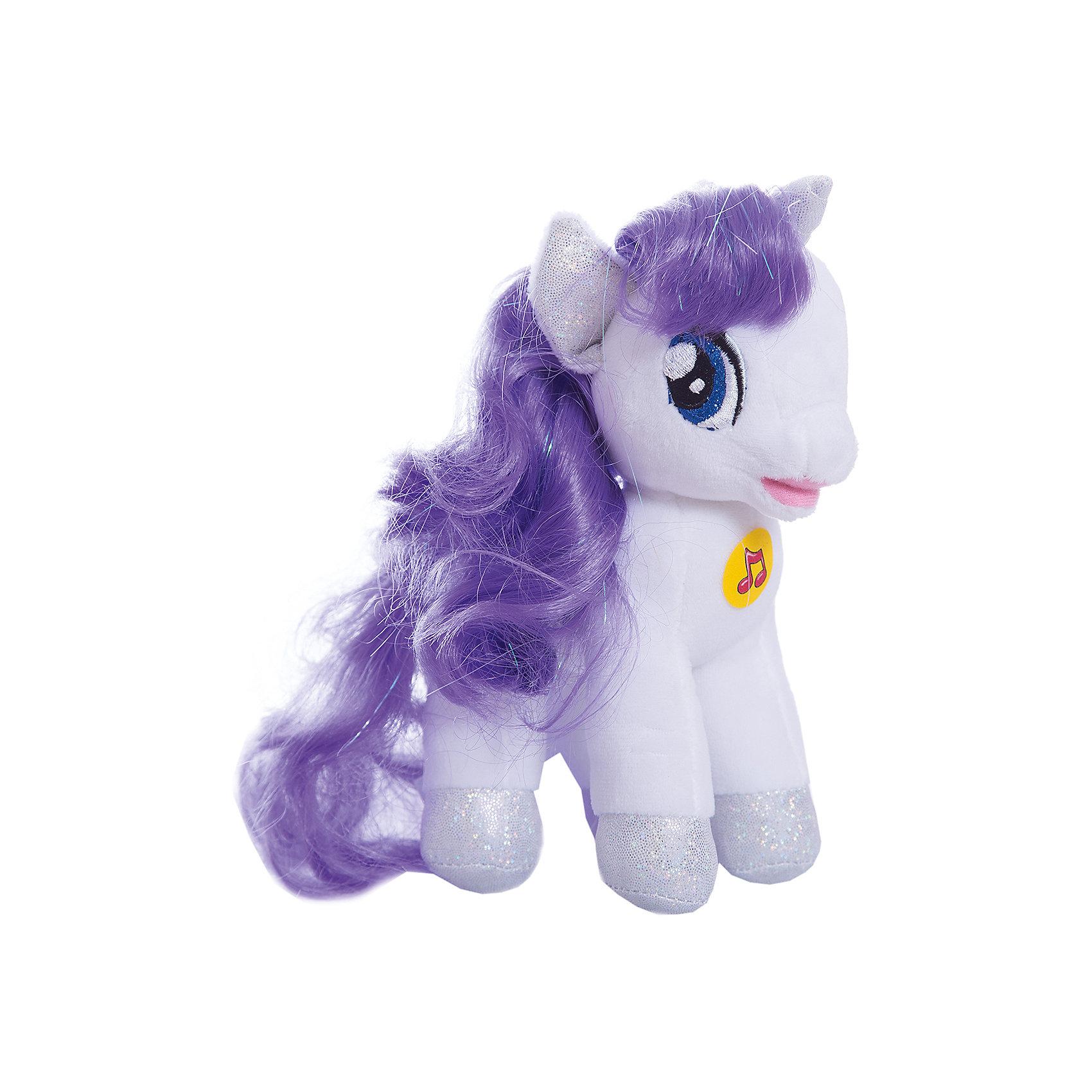 Мягкая игрушка Пони Рарити, 18 см, со звуком, My little Pony, МУЛЬТИ-ПУЛЬТИОзвученные мягкие игрушки<br>Мягкая игрушка Пони Рарити со звуком от марки МУЛЬТИ-ПУЛЬТИ<br><br>Симпатичная мягкая игрушка от отечественного производителя сделана в виде известного персонажа из мультфильма My little Pony. Она поможет ребенку проводить время весело и с пользой. В игрушке есть встроенный звуковой модуль, который  позволяет ей говорить несколько фраз и петь песни.<br>Размер игрушки универсален - 18 сантиметров, её удобно брать с собой в поездки и на прогулку. Сделана она из качественных и безопасных для ребенка материалов, которые еще и приятны на ощупь. <br><br>Отличительные особенности  игрушки:<br><br>- материал: текстиль, пластик;<br>- звуковой модуль;<br>- язык: русский;<br>- работает на батарейках;<br>- высота: 18 см.<br><br>Мягкую игрушку Пони Рарити от марки МУЛЬТИ-ПУЛЬТИ можно купить в нашем магазине.<br><br>Ширина мм: 380<br>Глубина мм: 260<br>Высота мм: 220<br>Вес г: 100<br>Возраст от месяцев: 36<br>Возраст до месяцев: 84<br>Пол: Унисекс<br>Возраст: Детский<br>SKU: 4659490