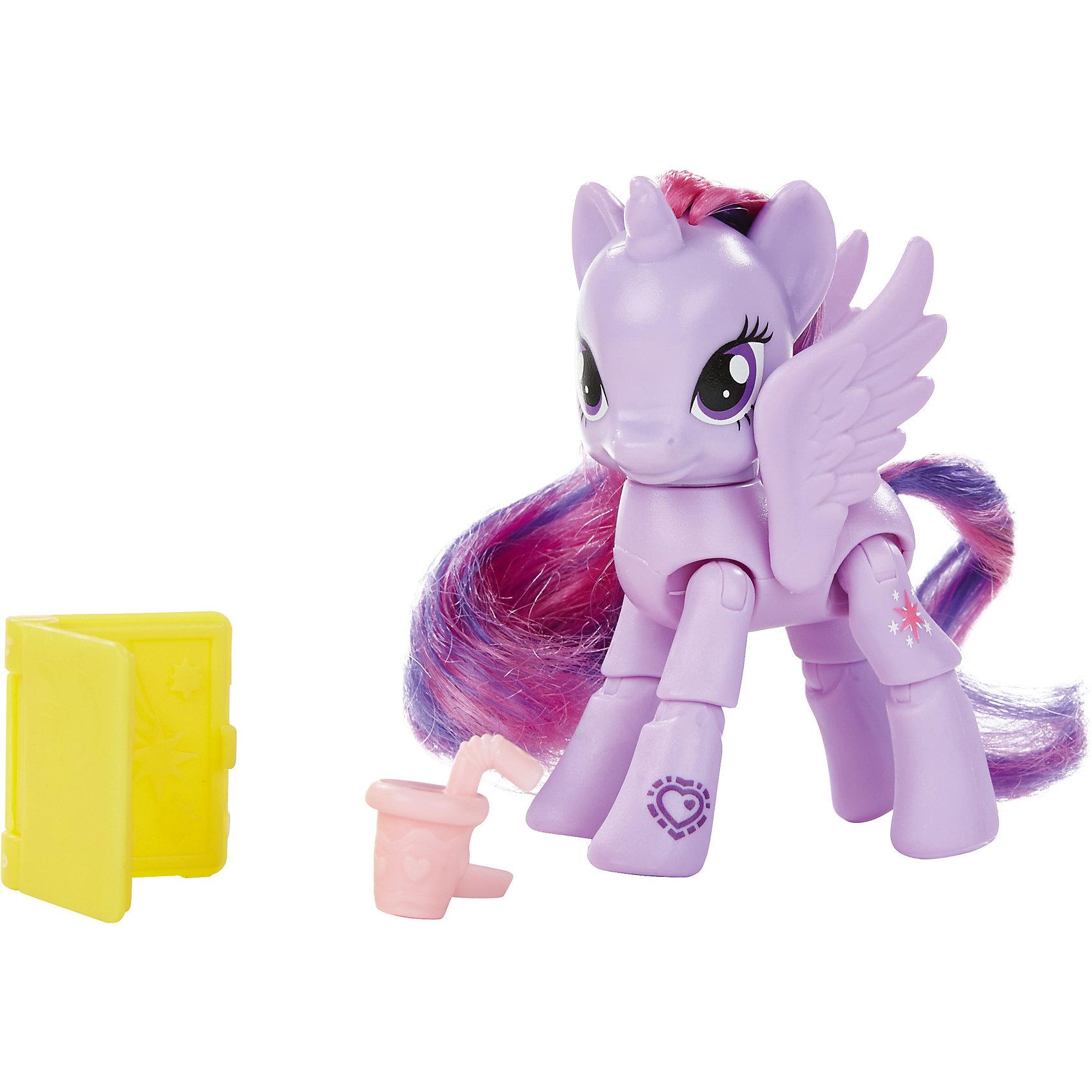 Принцесса Твайлайт Спаркл, Дружба - это чудо!, My little PonyИгрушки<br>Пони с 8 точками артикуляции и аксессуарами с которыми здорово прогуляться по улочкам Мейнхеттена. Отсканируйте специальный код своим мобильным устройством, и откройте новые функции в игровом мобильном приложении My Little Pony.<br><br>Ширина мм: 47<br>Глубина мм: 178<br>Высота мм: 47<br>Вес г: 150<br>Возраст от месяцев: 36<br>Возраст до месяцев: 120<br>Пол: Женский<br>Возраст: Детский<br>SKU: 4661749