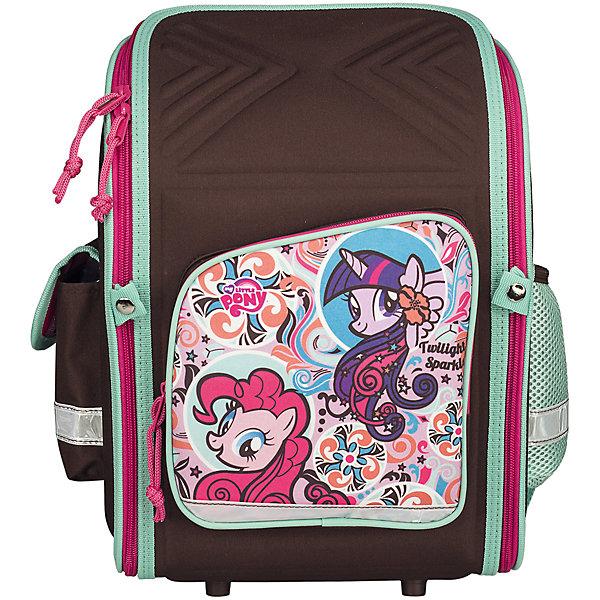 Школьный рюкзак, My Little PonyMy little Pony<br>Рюкзак My Little Pony - прекрасный вариант для школьных занятий. Рюкзак выполнен из износоустойчивых прочных материалов. Маленькой школьнице непременно понравится привлекательный дизайн с коричнево-розовой расцветкой и изображением волшебных лошадок из<br>популярного мультсериала Мой маленький пони. Корпус рюкзака, эргономичная спинка, дно и крышка изготовлены из современного материала EVA. Широкие анатомические лямки, регулируемые по длине, равномерно распределяют нагрузку на плечевой пояс. Также есть удобная<br>прорезиненная ручка для переноски в руках. <br><br>Рюкзак закрывается на застежку-молнию, внутри одно просторное вместительное отделение с двумя разделителями и утягивающей резинкой. На лицевой стороне рюкзака расположен большой накладной карман, закрывающийся на молнию, также имеются карманы по бокам рюкзака<br>(сетчатый и на липучке). Светоотражающие вставки повышают безопасность ребенка на дороге.<br><br><br>Дополнительная информация:<br><br>- Материал: полиэстер.  <br>- Размер: 34,5 х 26 х 13 см.<br>- Вес: 0,83 кг.<br><br>Рюкзак, My Little Pony, можно купить в нашем интернет-магазине.<br><br>Ширина мм: 260<br>Глубина мм: 130<br>Высота мм: 345<br>Вес г: 830<br>Возраст от месяцев: 72<br>Возраст до месяцев: 84<br>Пол: Женский<br>Возраст: Детский<br>SKU: 4681145
