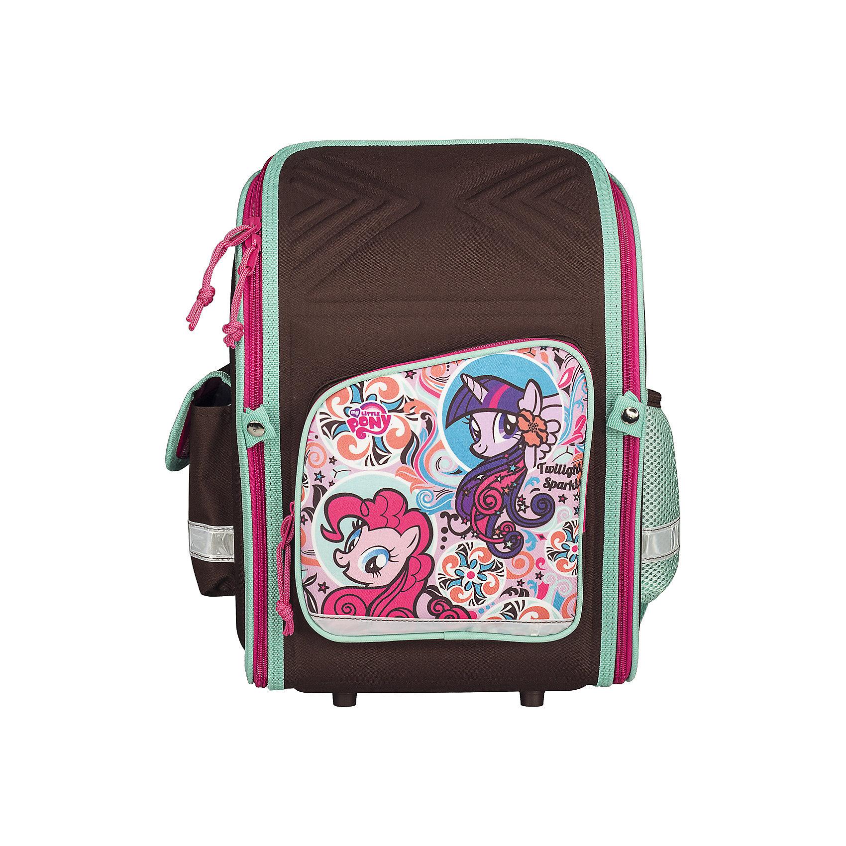 Школьный рюкзак, My Little PonyРюкзак My Little Pony - прекрасный вариант для школьных занятий. Рюкзак выполнен из износоустойчивых прочных материалов. Маленькой школьнице непременно понравится привлекательный дизайн с коричнево-розовой расцветкой и изображением волшебных лошадок из<br>популярного мультсериала Мой маленький пони. Корпус рюкзака, эргономичная спинка, дно и крышка изготовлены из современного материала EVA. Широкие анатомические лямки, регулируемые по длине, равномерно распределяют нагрузку на плечевой пояс. Также есть удобная<br>прорезиненная ручка для переноски в руках. <br><br>Рюкзак закрывается на застежку-молнию, внутри одно просторное вместительное отделение с двумя разделителями и утягивающей резинкой. На лицевой стороне рюкзака расположен большой накладной карман, закрывающийся на молнию, также имеются карманы по бокам рюкзака<br>(сетчатый и на липучке). Светоотражающие вставки повышают безопасность ребенка на дороге.<br><br><br>Дополнительная информация:<br><br>- Материал: полиэстер.  <br>- Размер: 34,5 х 26 х 13 см.<br>- Вес: 0,83 кг.<br><br>Рюкзак, My Little Pony, можно купить в нашем интернет-магазине.<br><br>Ширина мм: 260<br>Глубина мм: 130<br>Высота мм: 345<br>Вес г: 830<br>Возраст от месяцев: 60<br>Возраст до месяцев: 84<br>Пол: Женский<br>Возраст: Детский<br>SKU: 4681145