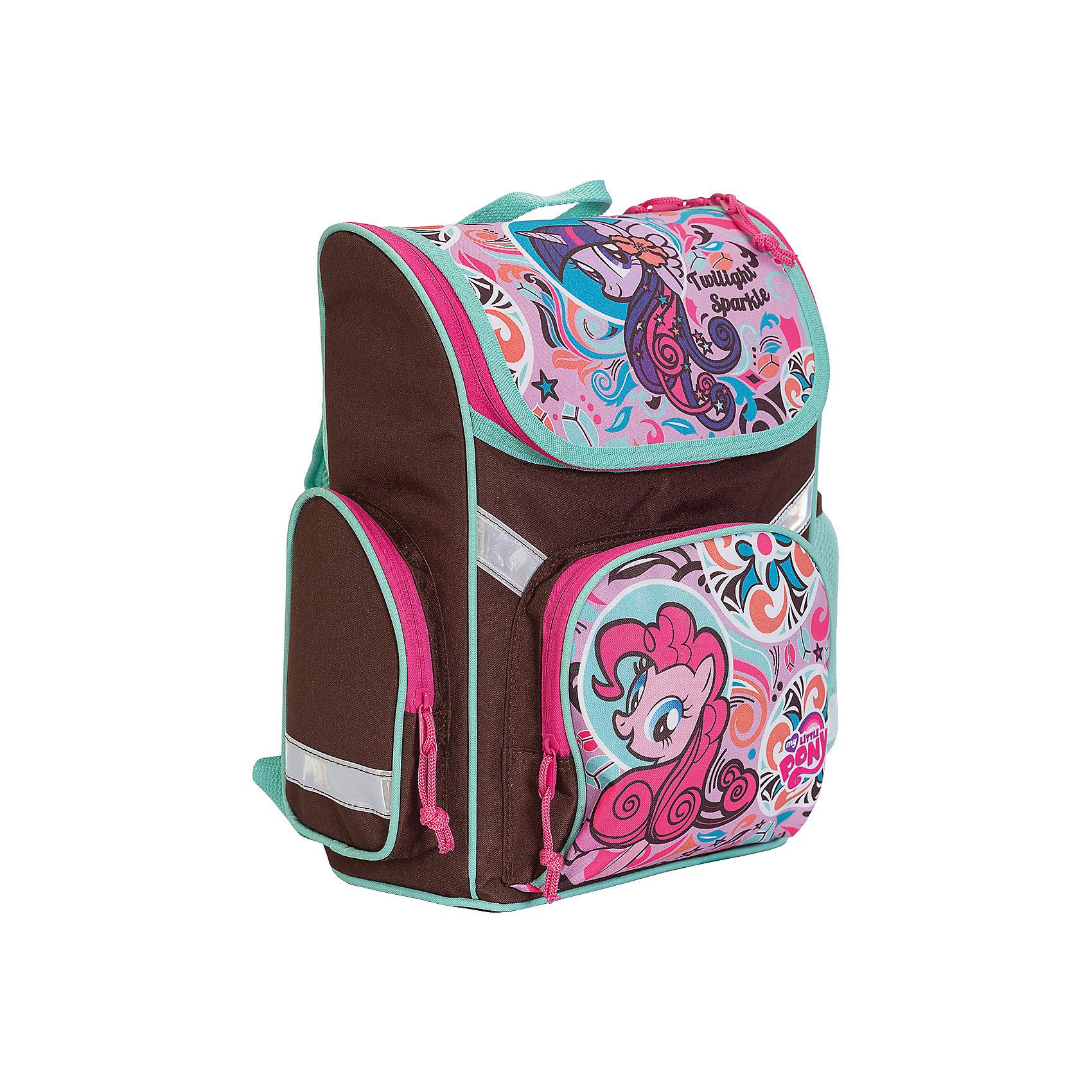 Школьный рюкзак, My Little PonyРюкзак My Little Pony - прекрасный вариант для школьных занятий. Рюкзак изготовлен из прочного полиэстера и имеет привлекательный для девочек дизайн в коричнево-розовой расцветке с изображением волшебных лошадок из популярного мультсериала Мой маленький пони.<br>Эргономичная спинка выполнена в виде накладок анатомической формы из нескольких слоев вспененных синтетических материалов и обтянута воздухообменной сеткой. Спинка и боковые панели усилены пластиком, дно из прочного непромокаемого материала поможет сохранить<br>вещи в порядке и чистоте. Широкие анатомические лямки, регулируемые по длине, равномерно распределяют нагрузку на плечевой пояс. Также есть удобная прорезиненная ручка для переноски в руках. <br><br>Рюкзак закрывается на застежку-молнию, внутри одно просторное вместительное отделение с двумя разделителями. На лицевой стороне рюкзака расположен большой накладной кармана, закрывающийся на молнию, также имеются карманы по бокам рюкзака (сетчатый и на молнии).<br>Светоотражающие вставки повышают безопасность ребенка на дороге.<br><br><br>Дополнительная информация:<br><br>- Материал: полиэстер.  <br>- Размер: 35 х 26,5 х 13 см.<br>- Вес: 0,99 кг.<br><br>Рюкзак, My Little Pony, можно купить в нашем интернет-магазине.<br><br>Ширина мм: 265<br>Глубина мм: 130<br>Высота мм: 350<br>Вес г: 990<br>Возраст от месяцев: 60<br>Возраст до месяцев: 84<br>Пол: Женский<br>Возраст: Детский<br>SKU: 4681154