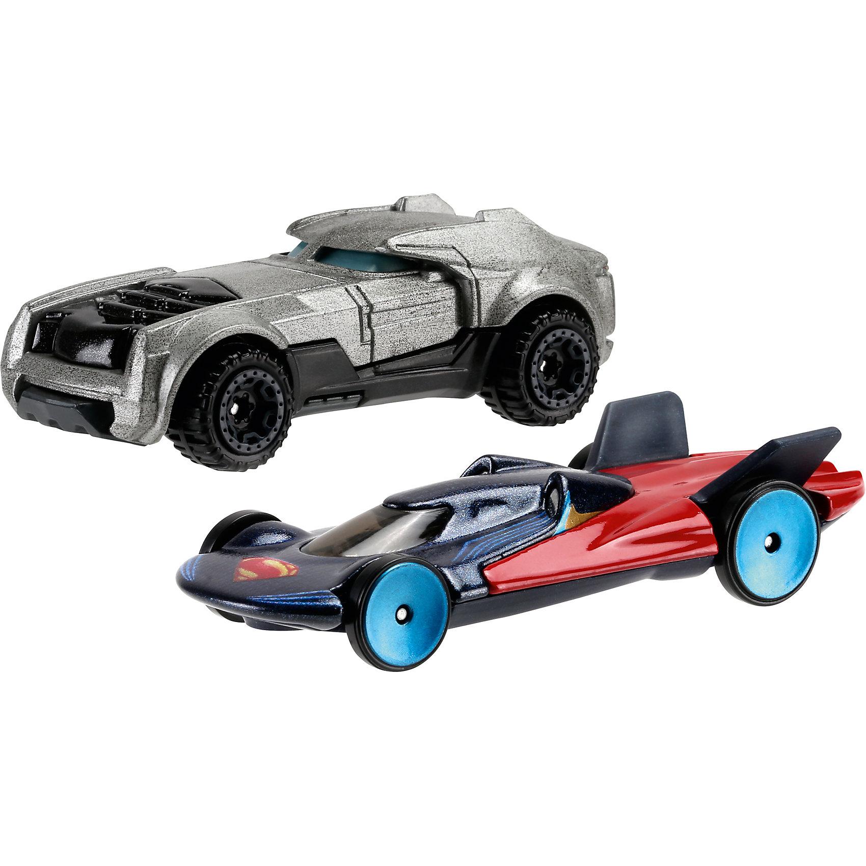 Машинки Бэтмен против Супермена, Hot WheelsМашинки Бэтмен против Супермена - это комплект из двух небольших машинок, принадлежащим главным героям нового фильма «Бэтмен против Супермена: На заре справедливости» Такой набор порадует любого мальчишку!<br>Машинки сделаны из качественных и безопасных для ребенка материалов. Одна - повторяет расцветкой костюм Бэтмена, вторая - Супермена.<br><br>Дополнительная информация:<br><br>цвет: разноцветный,<br>комплектация: 2 машинки.<br><br>Машинки Бэтмен против Супермена, 2 шт, Hot Wheels можно купить в нашем магазине.<br><br>Ширина мм: 200<br>Глубина мм: 165<br>Высота мм: 65<br>Вес г: 164<br>Возраст от месяцев: 36<br>Возраст до месяцев: 84<br>Пол: Мужской<br>Возраст: Детский<br>SKU: 4697984