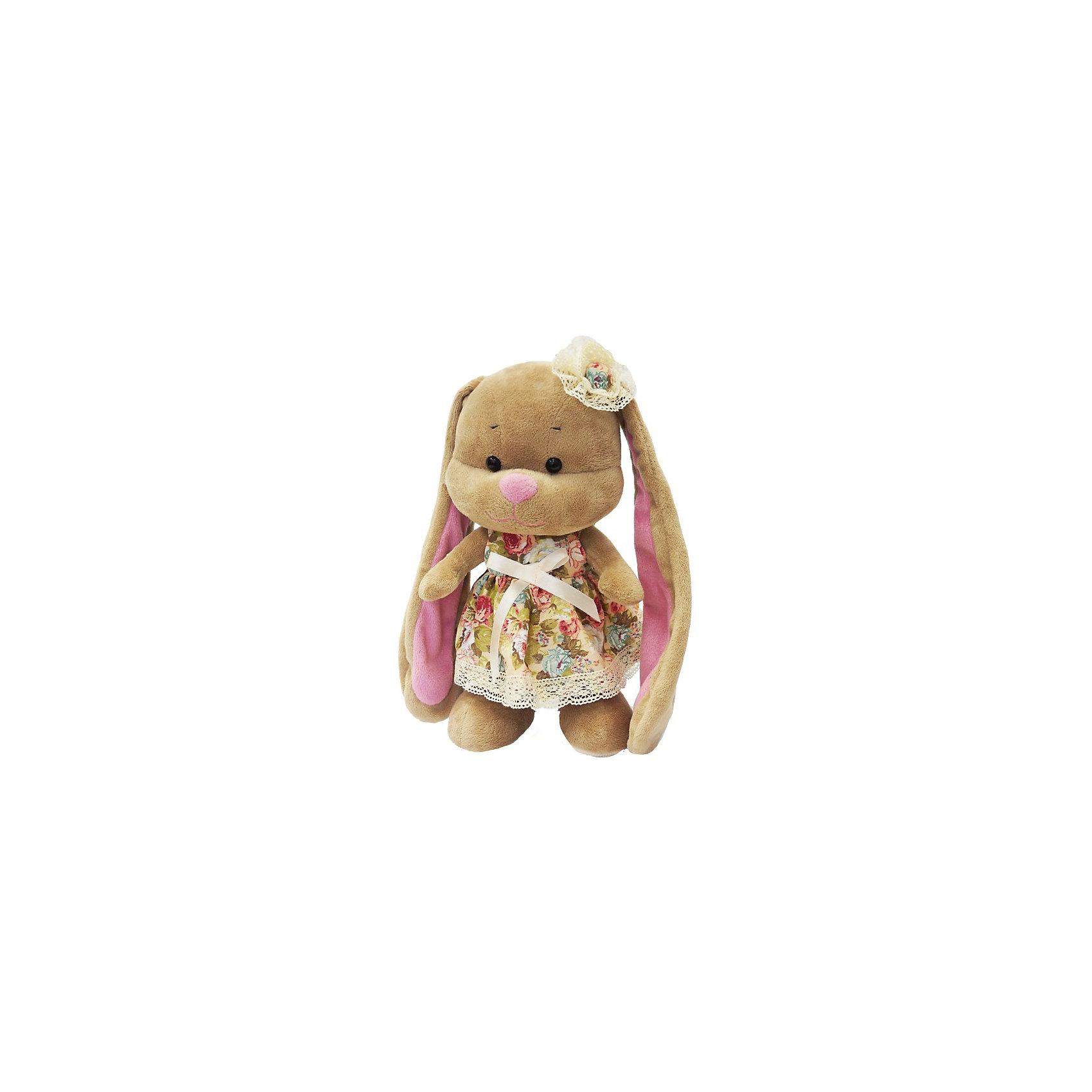 Зайка Лин в летнем платье, 25 см, MAXITOYSОчень красивая игрушка сделана в виде Зайца в ярком платье с цветком на голове. Она поможет ребенку проводить время весело и с пользой (такие игрушки развивают воображение и моторику). Смотрится игрушка очень мило - ее хочется трогать и играть с ней.<br>Размер игрушки универсален - 25 сантиметров, её удобно брать с собой в поездки и на прогулку. Сделан Зайка из качественных и безопасных для ребенка материалов, которые еще и приятны на ощупь. Эта игрушка может стать и отличным подарком для взрослого, также она украсит любой интерьер.<br><br>Дополнительная информация:<br><br>- материал: мех искусственный, трикотажный, волокно полиэфирное;<br>- высота: 25 см.<br><br>Игрушку Зайка Лин в летнем платье, 25 см, от марки MAXITOYS можно купить в нашем магазине.<br><br>Ширина мм: 170<br>Глубина мм: 200<br>Высота мм: 250<br>Вес г: 221<br>Возраст от месяцев: 36<br>Возраст до месяцев: 1188<br>Пол: Женский<br>Возраст: Детский<br>SKU: 4701894