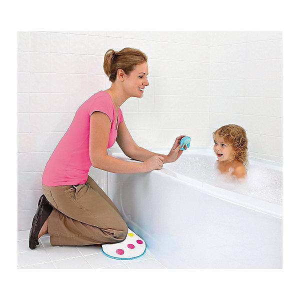 Подушка для коленей, MunchkinТовары для купания<br>Подушка для коленей, Munchkin (Манчкин) - это мягкая амортизирующая поддержка коленей во время купания ребенка.<br>Купание малыша - процесс приятный и полезный, но при этом привычные банные процедуры могут отнимать много сил у мамы, ведь ей приходится часто наклоняться, чтобы достать до ребенка. Специальная подушка для коленей от Munchkin (Манчкин) упростит купание малыша и сделает его более удобным. Подложите подушку себе под колени, и благодаря мягкой поверхности, вы будете чувствовать себя гораздо комфортнее. Подушка выполнена из непромокаемого материала, текстурное непромокаемое основание не скользит по мокрому полу. Ее можно подвесить для сушки или хранения. Американская компания Munchkin (Манчкин) на протяжении более 25 лет работает над тем, чтобы избавить мир от надоевших прозаических товаров и облегчить жизнь каждого родителя, предлагая инновационные решения для ухода за малышом. Munchkin (Манчкин) знает, что именно небольшие детали в жизни родителей и детей имеют решающее значение. Товары компании способны превратить обыденные задачи в настоящее удовольствие! Munchkin (Манчкин) делает жизнь родителей легче!<br><br>Дополнительная информация:<br><br>- Материал: ПВХ<br>- Размер упаковки: 4х45х27 см.<br>- Вес: 100 гр.<br><br>Подушку для коленей, Munchkin (Манчкин) можно купить в нашем интернет-магазине.<br><br>Ширина мм: 40<br>Глубина мм: 450<br>Высота мм: 270<br>Вес г: 100<br>Возраст от месяцев: 0<br>Возраст до месяцев: 36<br>Пол: Унисекс<br>Возраст: Детский<br>SKU: 4701932