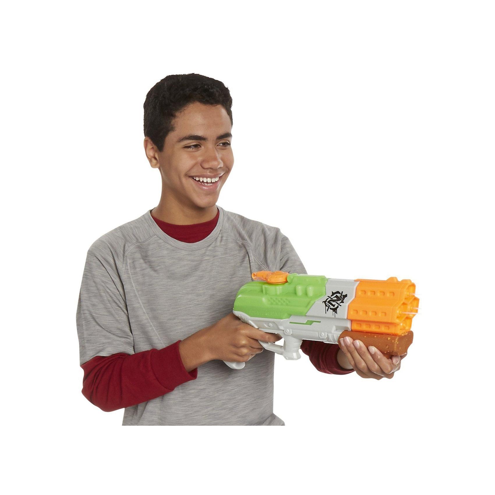 Водяной бластер Супер Соакер Скаттербласт, NerfБластеры, пистолеты и прочее<br>Водяной бластер Супер Соакер (Super Soaker) Скаттербласт (Splatterblast), Nerf, станет отличным развлечением в жаркие летние дни. Бластер выполнен в ярком стильном дизайне и способен стрелять одновременно всеми 4 струями на расстояние до 9 метров!  Все детали конструкции качественные, прочные и долговечные. Оружие-водомет имеет небольшой вес и удобно располагается в руке, вмещает большое количество воды, перезаряжается при помощи ручной помпы. Перед началом игры заполните резервуар водой и начинайте стрелять! При нажатии на курок автомат выстреливает струями воды, резервуар для воды при этом подсвечивается. Юные любители пострелять могут устраивать настоящие водные сражения, бесконечно наполняя резервуар водой и поливая друг друга. Игры с водяным оружием не только увлекательны, но и безопасны для ребёнка, развивают глазомер, точность, меткость и ловкость.<br><br>Дополнительная информация:<br><br>- Материал: пластик.<br>- Требуются батарейки: 3 х AAA.<br>- Объем резервуара: 30 унций (1035 мл.)<br>- Размер упаковки: 48,3 х 8,1 х 26,7 см.<br>- Вес: 0,867 кг.<br> <br>Водяной бластер Супер Соакер Скаттербласт, Nerf, можно купить в нашем интернет-магазине.<br><br>Ширина мм: 82<br>Глубина мм: 480<br>Высота мм: 267<br>Вес г: 867<br>Возраст от месяцев: 72<br>Возраст до месяцев: 192<br>Пол: Мужской<br>Возраст: Детский<br>SKU: 4708243