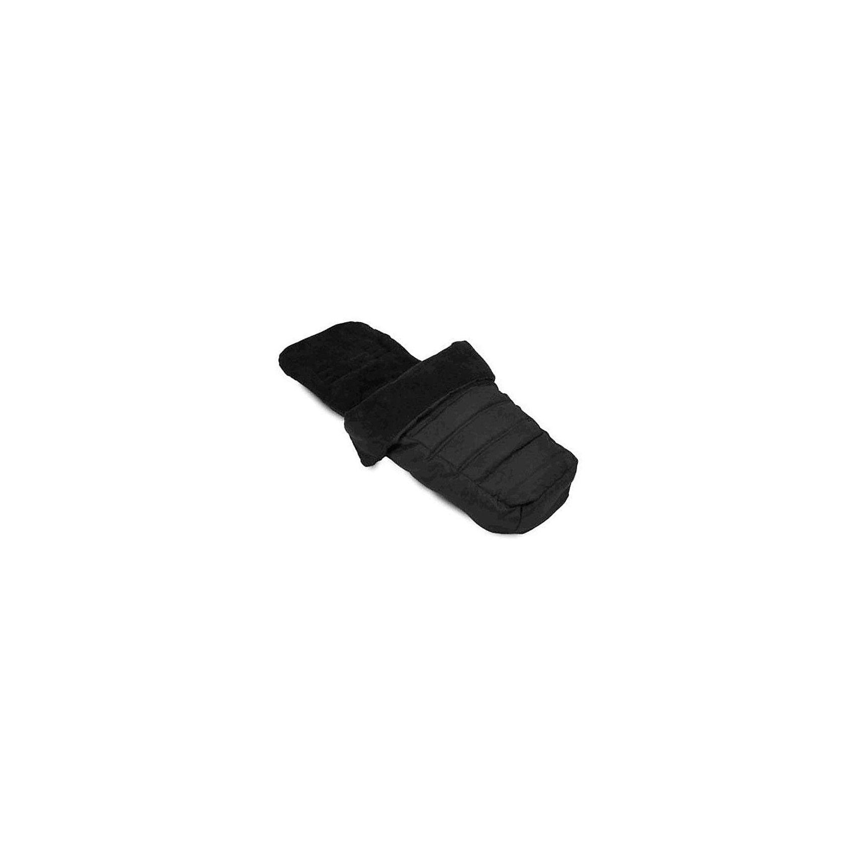 Муфта для ног в колясоку City Select, Baby Jogger, черныйДемисезонные конверты<br>Муфта для ног -защитит кроху от ветра и непогоды, обеспечив уют и комфорт. Она идеально подходит для колясок серии Сити Селект, имеет натяжной карман для крепления верхнего края к верху спинки коляски. Муфта представляет собой мягконабивной конверт с флисовой обшивкой на молнии и с несколькими прорезями для ремней безопасности. Изделие выполнено из высококачественных , экологически чистых, современных, гипоаллергенных материалов, отлично удерживающих тепло и не препятствующих вентиляции. Прекрасный вариант для холодной погоды. <br><br>Дополнительная информация:<br><br>- Материал: текстиль. <br>- Размер: 45 х 90 см. <br>- Тип застежки: молния.<br>- Подходит только для колясок Baby Jogger City Select.<br>- Легко крепится к пятиточечным ремням. <br>- Мягкая флисовая подкладка.<br>- Для ребенка с рождения до 4 лет.<br>- Температурный режим: от 15 до -15 ?. <br>- Стирка: деликатная, при 30 ?.<br><br>Муфту для ног в коляску City Select, Baby Jogger (Бэби Джоггер), черную, можно купить в нашем магазине.<br><br>Ширина мм: 370<br>Глубина мм: 300<br>Высота мм: 90<br>Вес г: 800<br>Возраст от месяцев: 6<br>Возраст до месяцев: 36<br>Пол: Унисекс<br>Возраст: Детский<br>SKU: 4711676