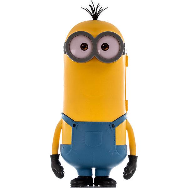 Фигурка Миньон Кевин, 50 см, Big FiguresИгрушки<br>Большая фигурка-бокс бренда Big Figures от компании Jakks Pacific, выполненная в виде одного из самых харизматичных анимационных персонажей – миньона Кевина. Игрушка выполнена из качественного, приятного на ощупь пластика. Корпус миньона открывается и внутрь помещается одна или несколько небольших игрушек, защелка удобная и надежная. Ребенок сможет использовать фигурку как бокс для хранения или как переноску.<br><br>Дополнительная информация: <br><br>- Материал: пластик.<br>- Размер: 50 см.<br>- Надежная, удобная защелка. <br><br>Фигурку Миньон Кевин, 50 см, Big Figures, можно купить в нашем магазине.<br><br>Ширина мм: 310<br>Глубина мм: 530<br>Высота мм: 210<br>Вес г: 1660<br>Возраст от месяцев: 36<br>Возраст до месяцев: 192<br>Пол: Унисекс<br>Возраст: Детский<br>SKU: 4720294
