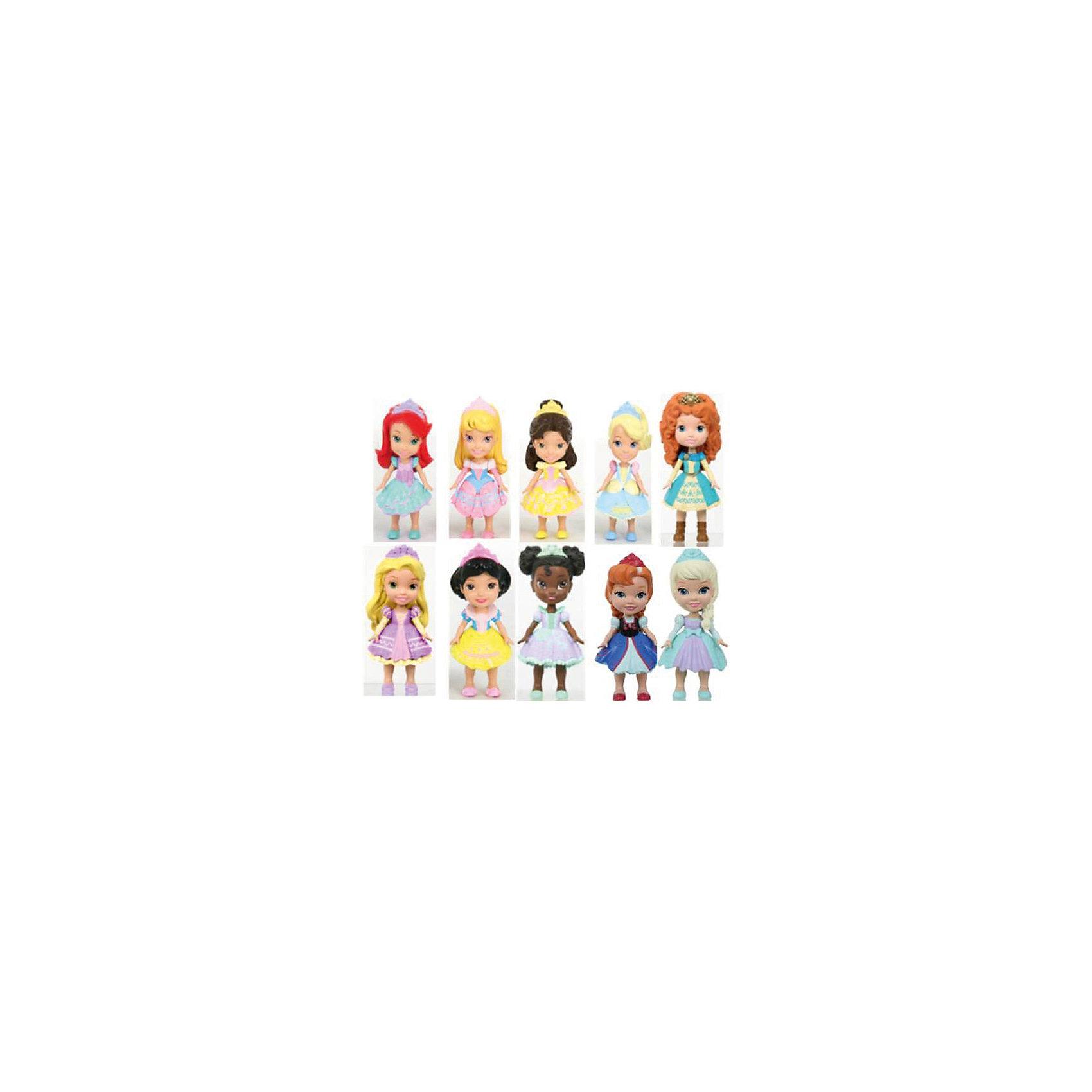 Кукла Малышка, 7,5 см, Холодное сердце, в асcортиментеКлассические куклы<br>Небольшие куколки Принцессы Дисней сделаны очень аккуратно, а их высота - всего 7,5 см. Они еще маленькие, но их легко узнать! Игрушка сделана из качественного пластика и с высокой детализацией. У нее подвижные части тела: голова, руки и ноги. Платье сделано из пластика. Каждая куколка продается в отдельном цветном открытом коробе. <br><br>Всего в ассортименте 10 классических принцесс:<br><br>Золушка,<br>Белоснежка,<br>Ариэль,<br>Аврора,<br>Мерида,<br>Мулан,<br>Тиана,<br>Анна и Эльза из мультфильма Холодное Сердце.<br><br>Ширина мм: 50<br>Глубина мм: 110<br>Высота мм: 55<br>Вес г: 68<br>Возраст от месяцев: 36<br>Возраст до месяцев: 120<br>Пол: Женский<br>Возраст: Детский<br>SKU: 4720301
