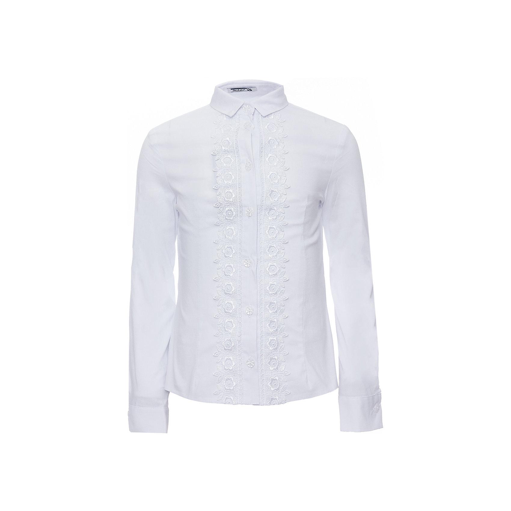 Блуза для девочки Маргарита SkylakeБлузки и рубашки<br>Блуза для девочки Маргарита от известного бренда Skylake<br>Блузка  прилегающего  силуэта для девочек младшего и среднего возраста.<br>Изготовлена из  смесовой хлопковой ткани белого цвета.<br>Блузка  с  застежкой   спереди на планку с пуговицами.<br>Планка  украшена  с двух сторон тесьмой-кружевом.<br>Воротник отложной на отрезной стойке с концами острой формы. <br>Рукава  втачные длинные на манжетах.<br>Состав:<br>74%хлопок,23%п/э,3%лайкра (ПУ)<br><br>Ширина мм: 186<br>Глубина мм: 87<br>Высота мм: 198<br>Вес г: 197<br>Цвет: белый<br>Возраст от месяцев: 120<br>Возраст до месяцев: 132<br>Пол: Женский<br>Возраст: Детский<br>Размер: 134,140,146,152,128<br>SKU: 4723344