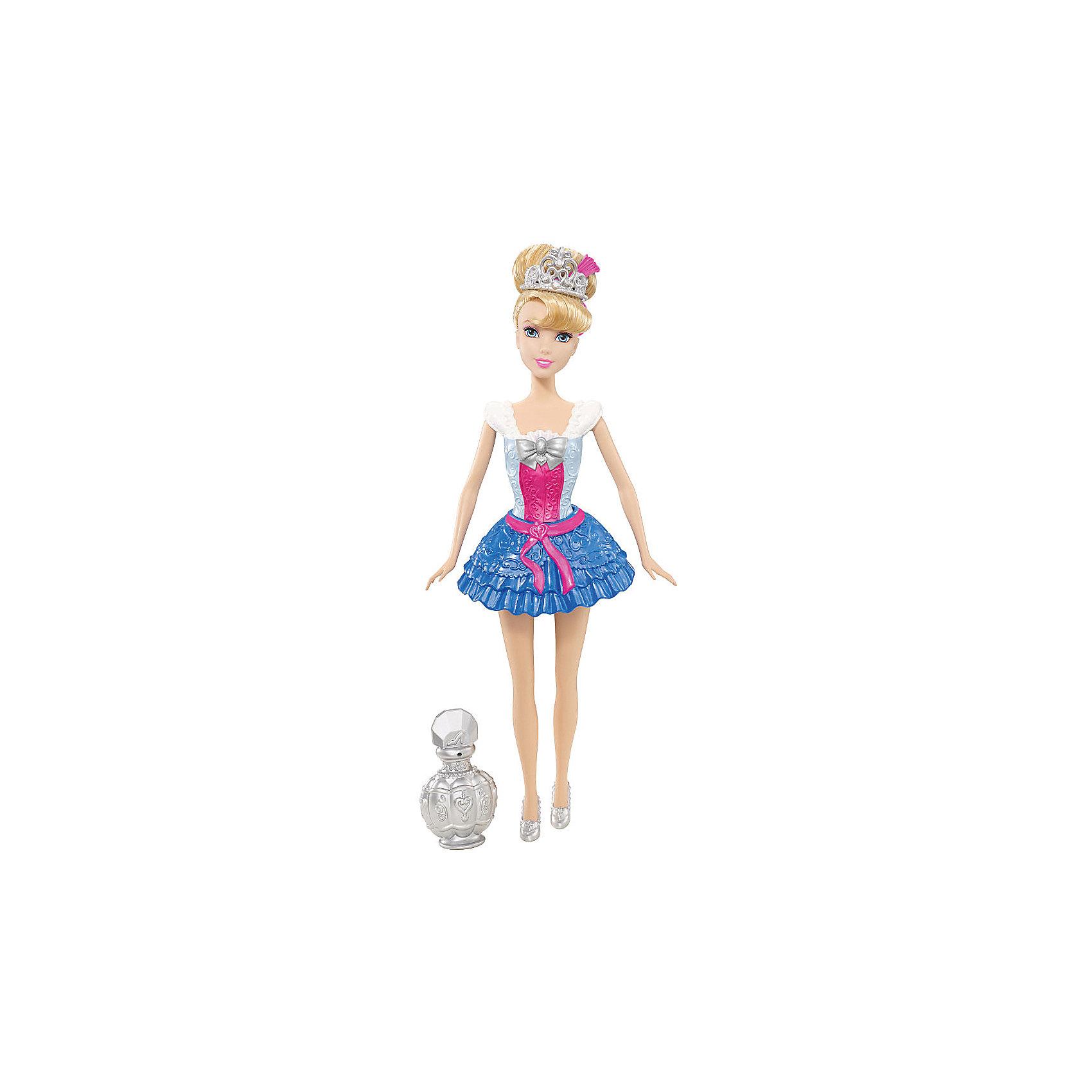 Кукла Золушка, Принцессы ДиснейКукла Золушка, Принцессы Дисней<br><br>Характеристики куклы Mattel:<br><br>• высота Золушки: 28 см;<br>• особенности куклы: игрушка для ванны;<br>• подвижные конечности куклы: руки и ноги поднимаются и опускаются;<br>• обратите внимание: руки не сгибаются в локтях, а ноги не сгибаются в коленях;<br>• специальный спрей во флаконе изменяет цвет платья красавицы и цвет ее волос;<br>• размер упаковки: 32х15х6 см;<br>• вес: 300 г.<br><br>Изящная Золушка в коротеньком платьице любит менять наряды. Ваша девочка с удовольствием поможет кукле «переодеться». Входящий в комплект флакончик со спреем позволяет изменить цвет платья и волос красавицы. <br><br>Куклу Золушку, Принцессы Дисней можно купить в нашем интернет-магазине.<br><br>Ширина мм: 150<br>Глубина мм: 60<br>Высота мм: 320<br>Вес г: 301<br>Возраст от месяцев: 36<br>Возраст до месяцев: 144<br>Пол: Женский<br>Возраст: Детский<br>SKU: 4739604