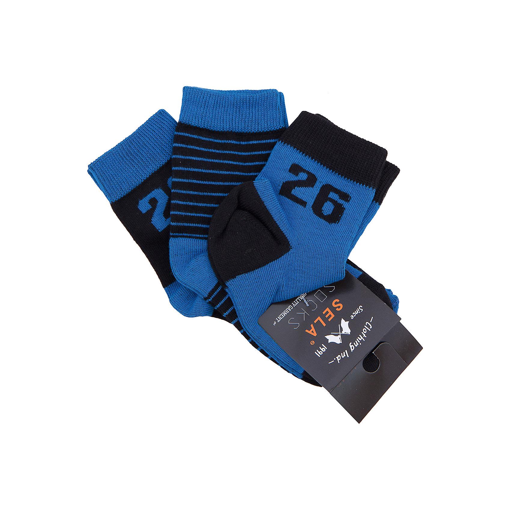 Носки  для мальчика, 3 пары SELAНоски<br>Носки для мальчика от известной марки SELА помогут согреть ноги ребенка. Удобный крой и качественный материал обеспечат мальчику комфорт при ношении этой вещи. <br>По верху изделия идет мягкая широкая резинка. Цвет - универсальный, очень практичный. В наборе - три пары носков различной расцветки, но в одной цветовой гамме.<br><br>Дополнительная информация:<br><br>материал: 74% хлопок, 22% ПЭ, 2% ПА, 2% эластан;<br>цвет: серый;<br>комплектация - 3 пары;<br>мягкая широкая резинка;<br>уход за изделием: стирка в машине при температуре до 30°С, не отбеливать, гладить при низкой температуре.<br><br>Носки для мальчика от бренда SELА (Села) можно купить в нашем магазине.<br><br>Ширина мм: 87<br>Глубина мм: 10<br>Высота мм: 105<br>Вес г: 115<br>Цвет: голубой<br>Возраст от месяцев: 60<br>Возраст до месяцев: 72<br>Пол: Мужской<br>Возраст: Детский<br>Размер: 20,14,16,18<br>SKU: 4740997