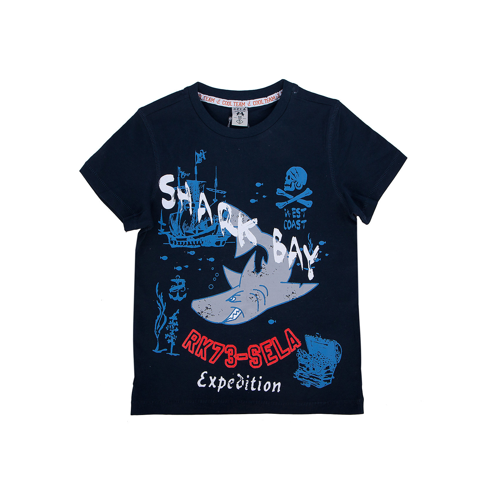 Футболка для мальчика SELAМодная футболка от известной марки SELА поможет разнообразить летний гардероб мальчика, создать легкий подходящий погоде ансамбль. Удобный крой и качественный материал обеспечат ребенку комфорт при ношении этой вещи. <br>На горловине изделия - мягкая окантовка. Материал - натуральный хлопок, дышащий и гипоаллергенный. Футболка декорирована модным принтом.<br><br>Дополнительная информация:<br><br>материал: 100% хлопок;<br>цвет: синий;<br>декорирована принтом;<br>короткие рукава;<br>круглый горловой вырез;<br>уход за изделием: стирка в машине при температуре до 30°С, не отбеливать, гладить при низкой температуре.<br><br>Футболку от бренда SELА (Села) можно купить в нашем магазине.<br><br>Ширина мм: 230<br>Глубина мм: 40<br>Высота мм: 220<br>Вес г: 250<br>Цвет: синий<br>Возраст от месяцев: 18<br>Возраст до месяцев: 24<br>Пол: Мужской<br>Возраст: Детский<br>Размер: 110,92,116,104,98<br>SKU: 4741237